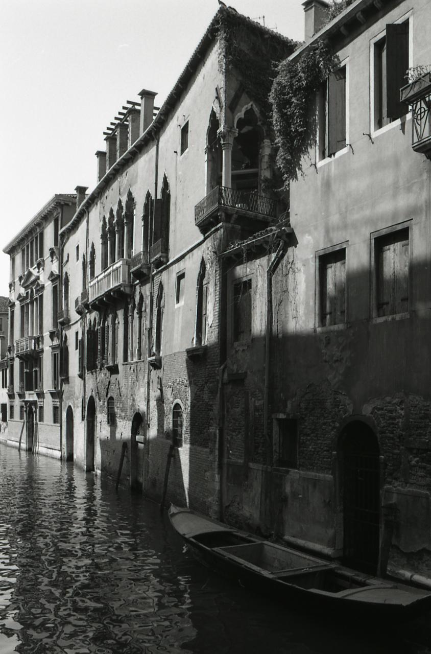 File paolo monti servizio fotografico venezia 1968 for Materiale fotografico milano