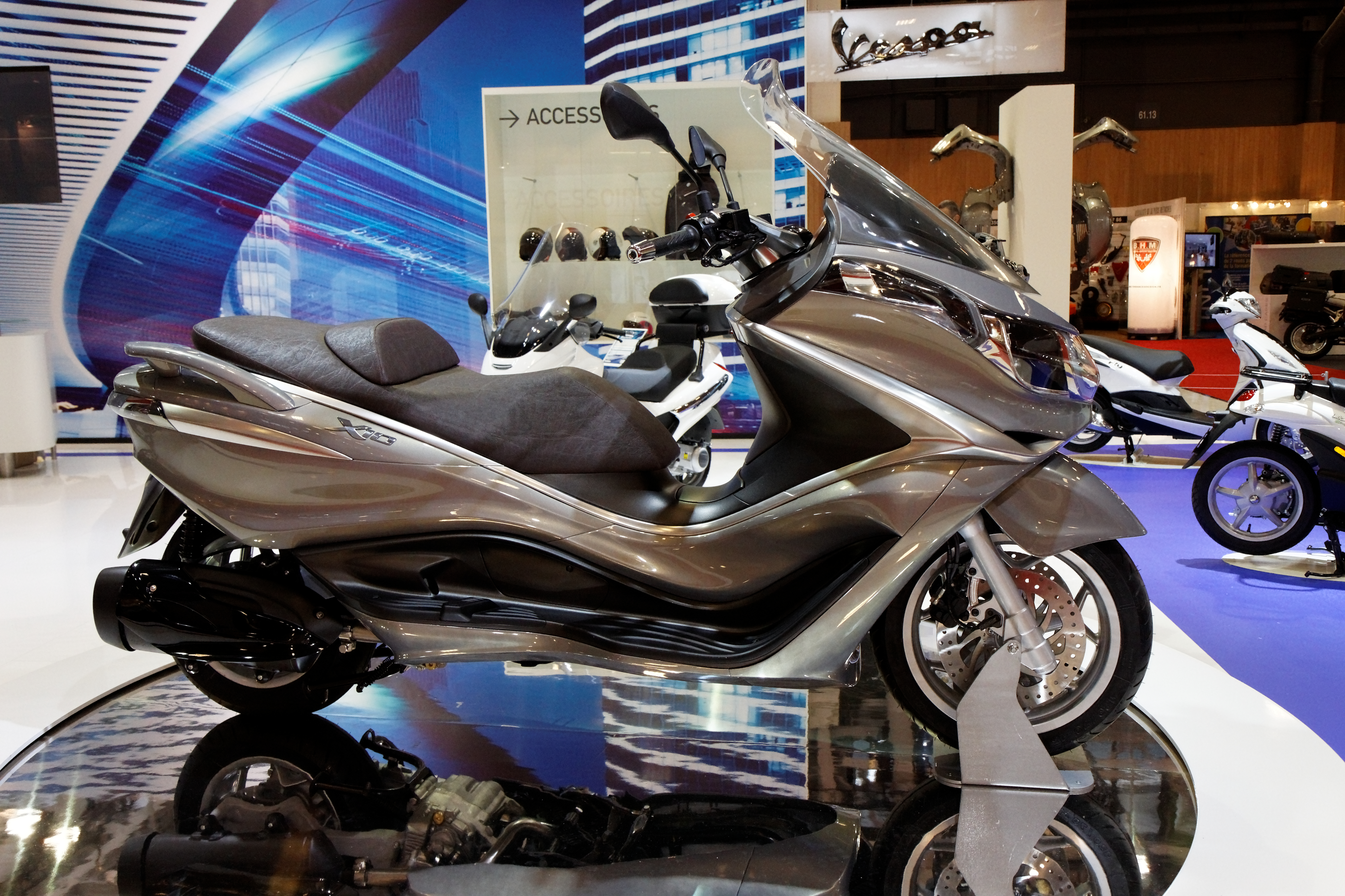 file paris salon de la moto 2011 piaggio x10 350 wikimedia commons. Black Bedroom Furniture Sets. Home Design Ideas