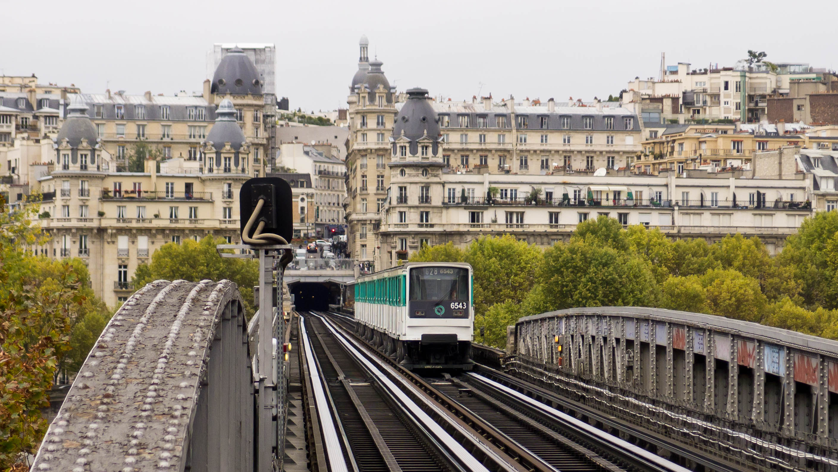 DateiParis Metro Pont De Bir Hakeim Bridge