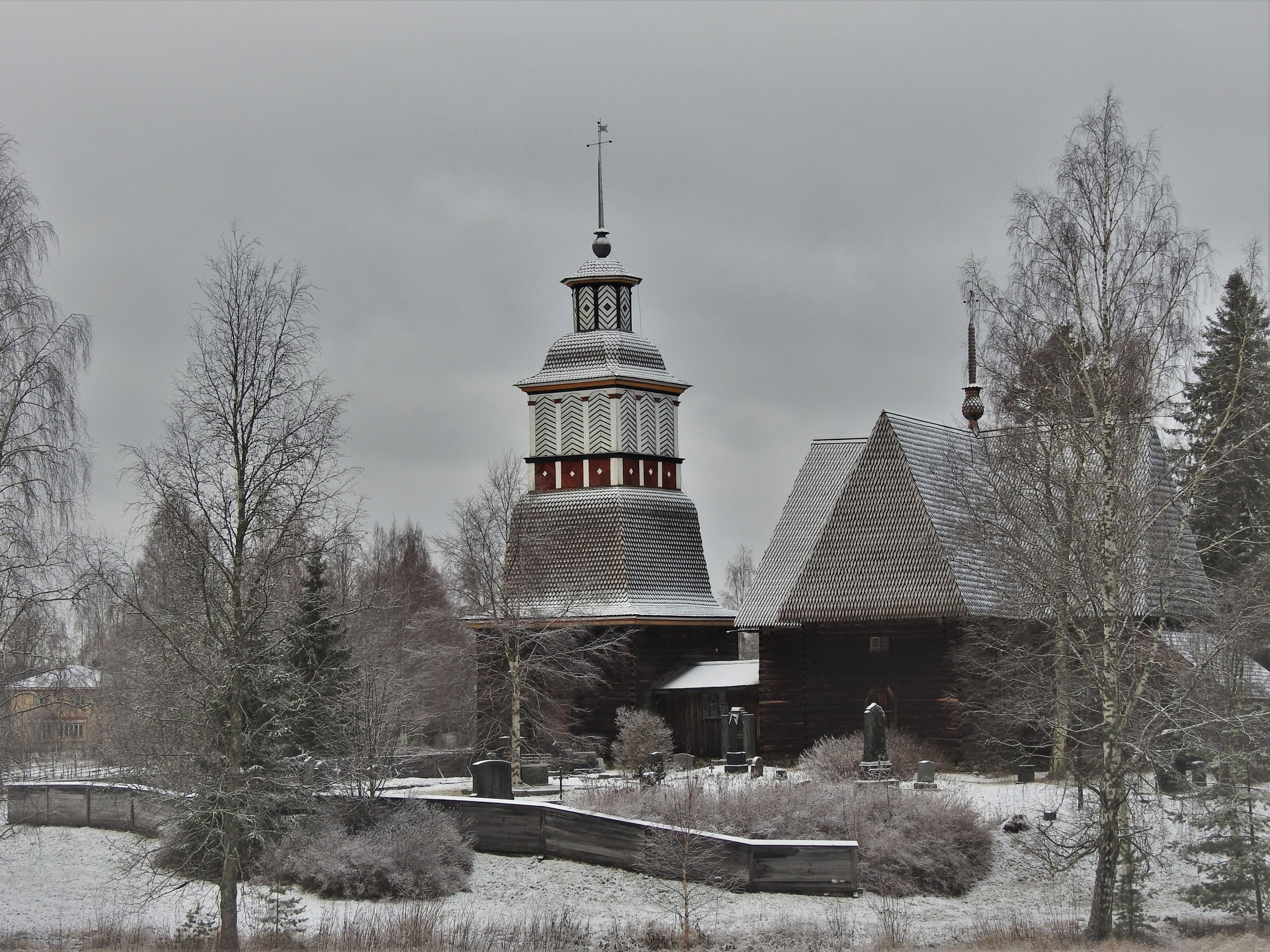 Petäjäveden vanha kirkko talvella.jpg
