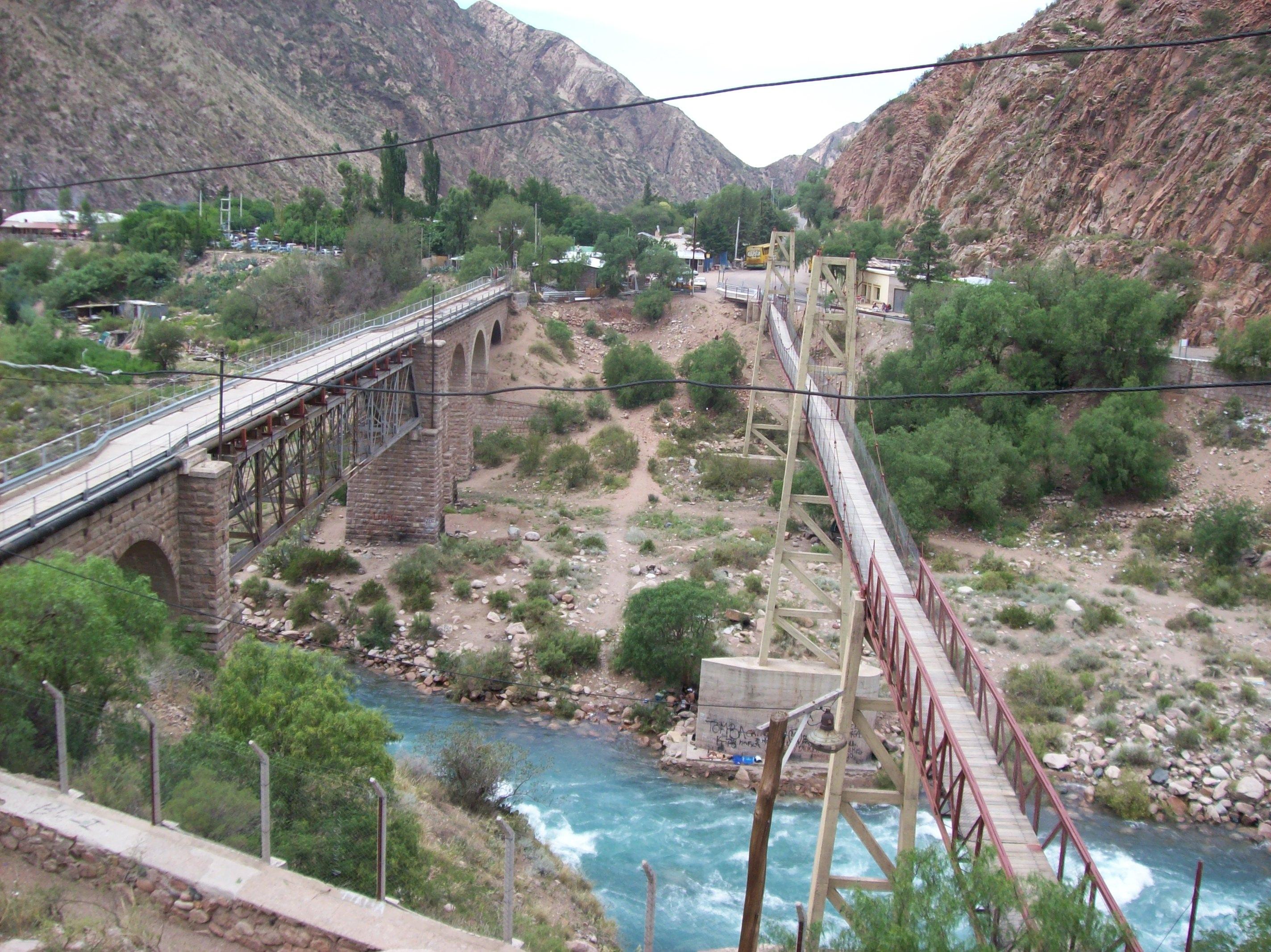 File:Puente Colgante Peatonal Y Puente Vehicular En