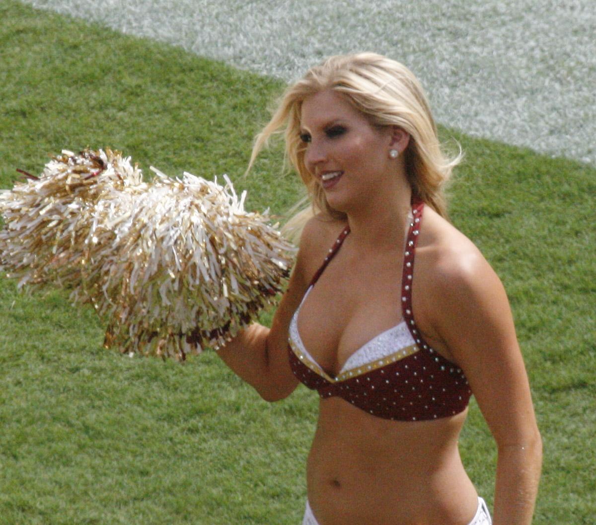 File:Redskins-Cheerleader-2008-09-14.jpg