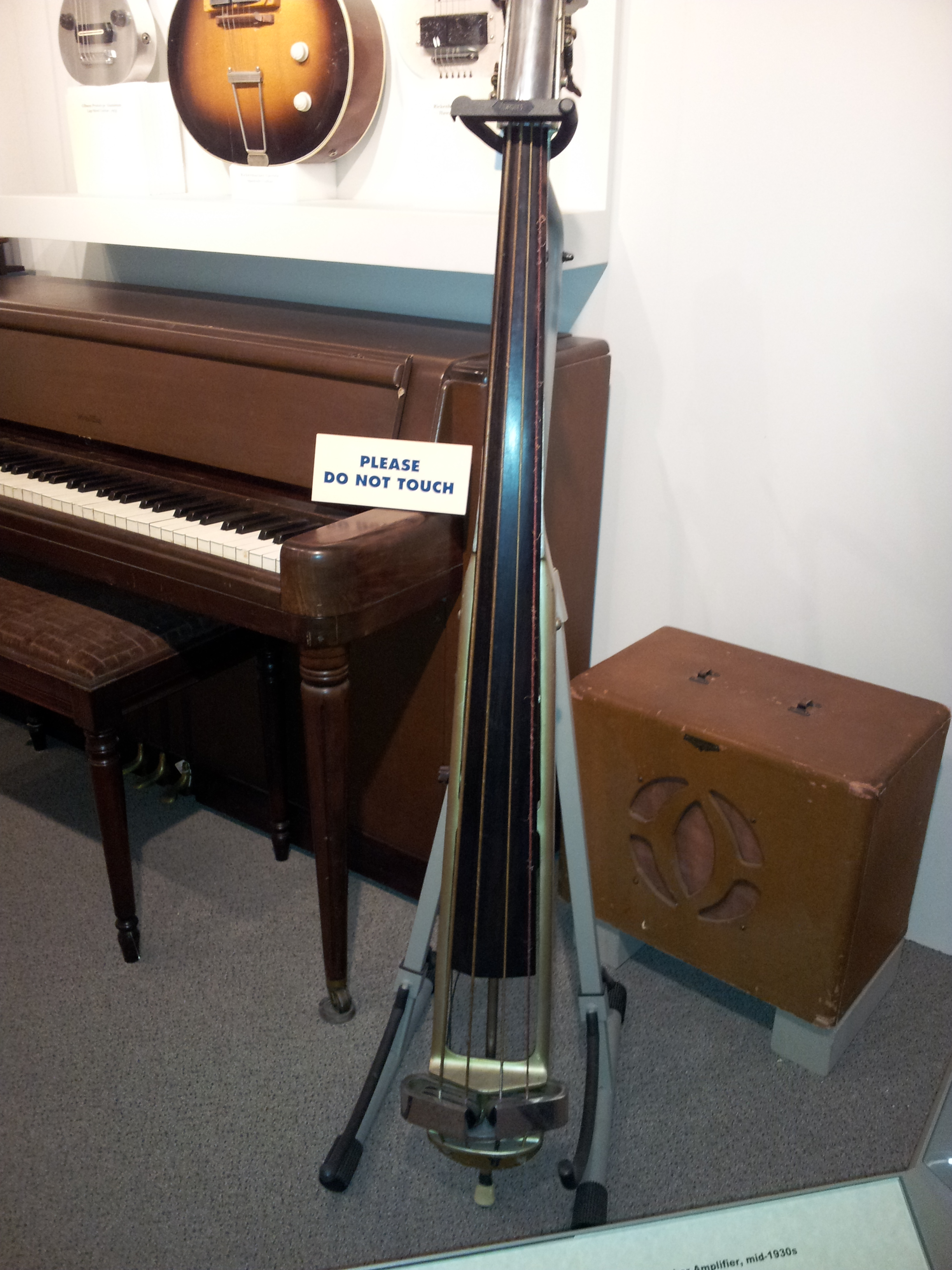 file rickenbacker electric upright bass 1935 amplifier mid 1930s console piano museum of. Black Bedroom Furniture Sets. Home Design Ideas