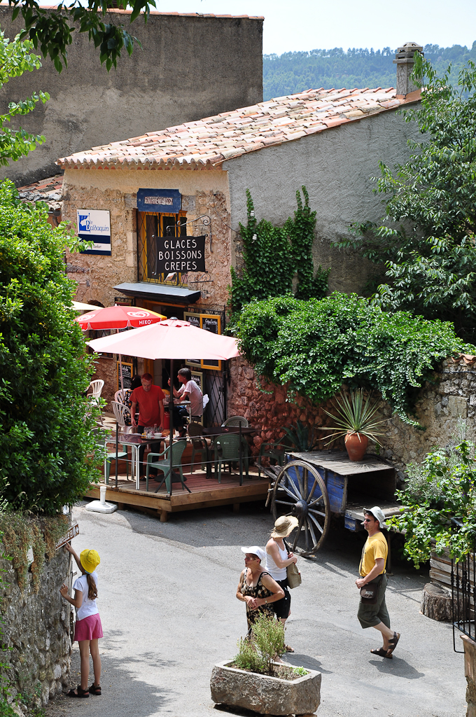 File rue de moustiers sainte wikimedia commons - Office de tourisme de moustiers sainte marie ...