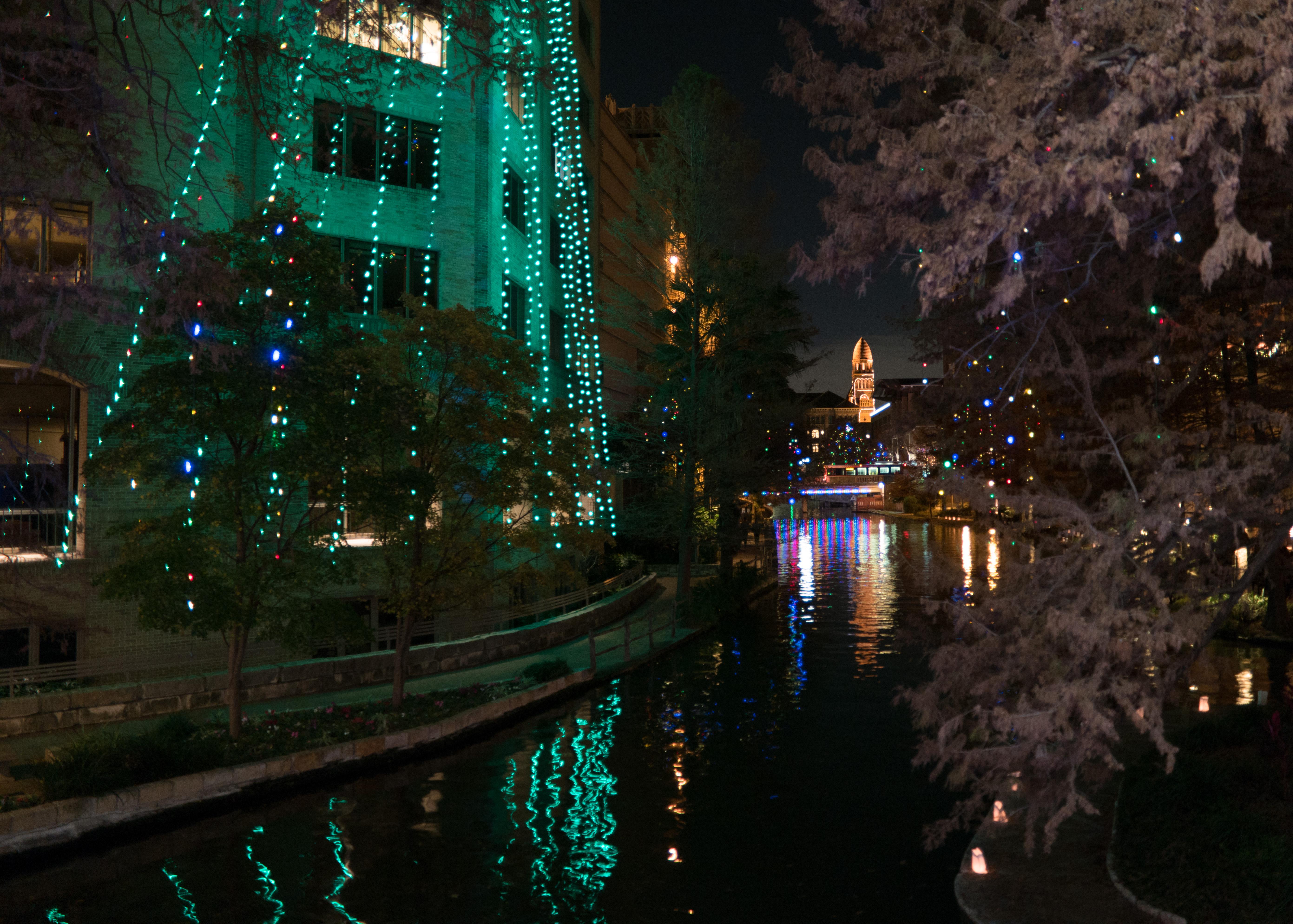 San Antonio Riverwalk Christmas.File San Antonio Riverwalk At Night With Christmas Lights