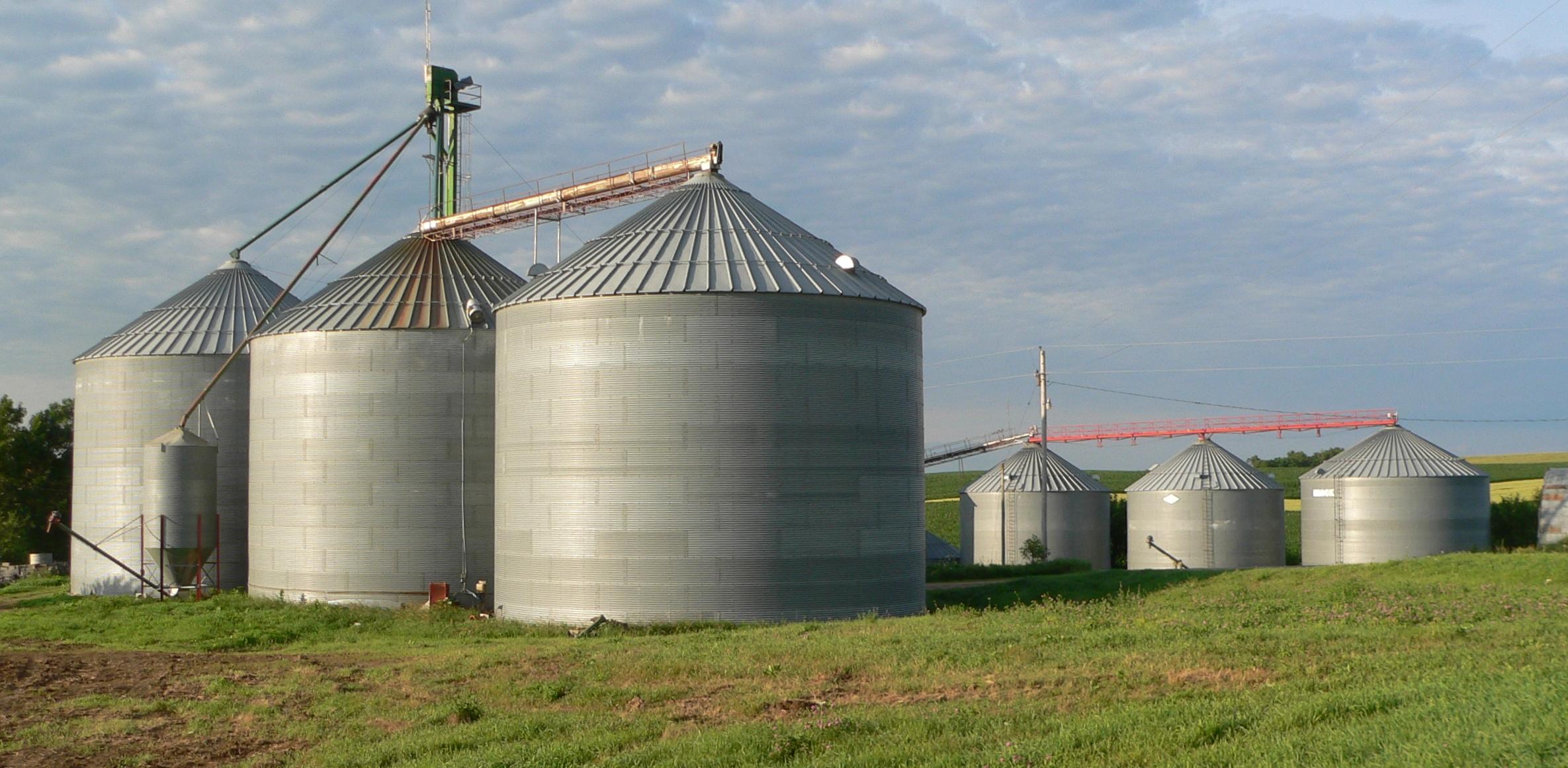File:Sholes, Nebraska grain bins 3.JPG - Wikimedia Commons