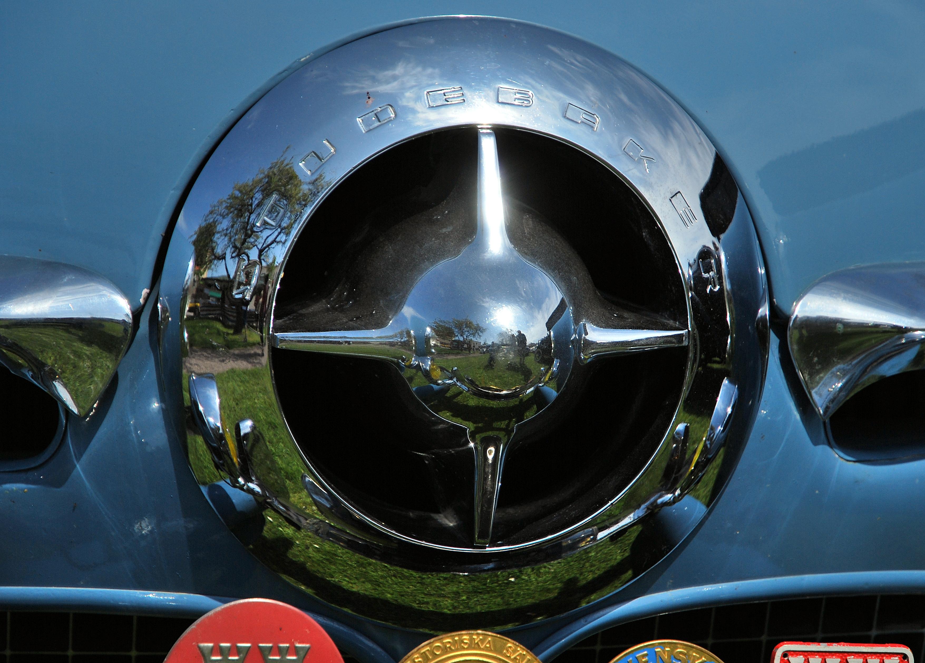 file spinner grille on 1950 studebaker champion at Ölands motordag