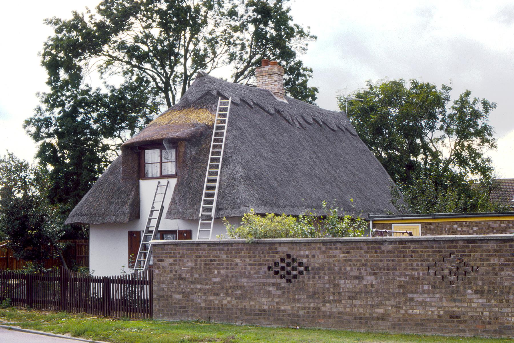 File Thatch Roof Cottage Mildenhall Suffolk Jpg