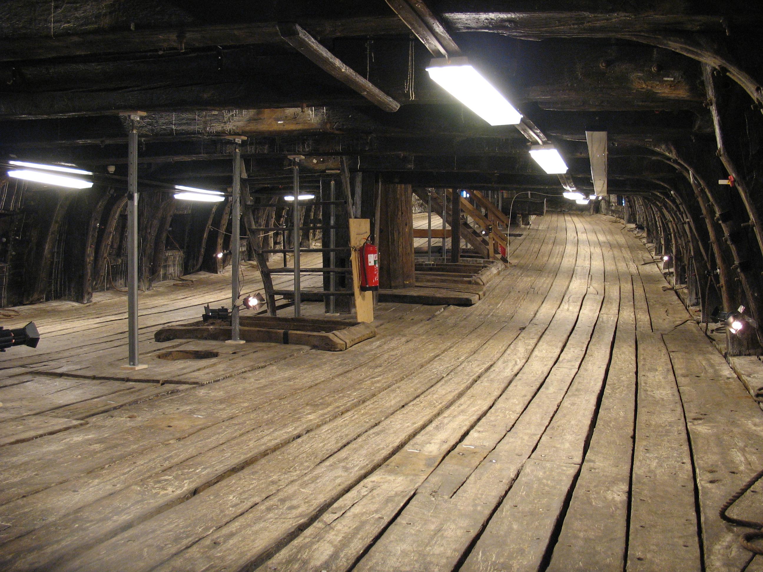 File:Vasa-lower gun deck-2.jpg - Wikimedia Commons