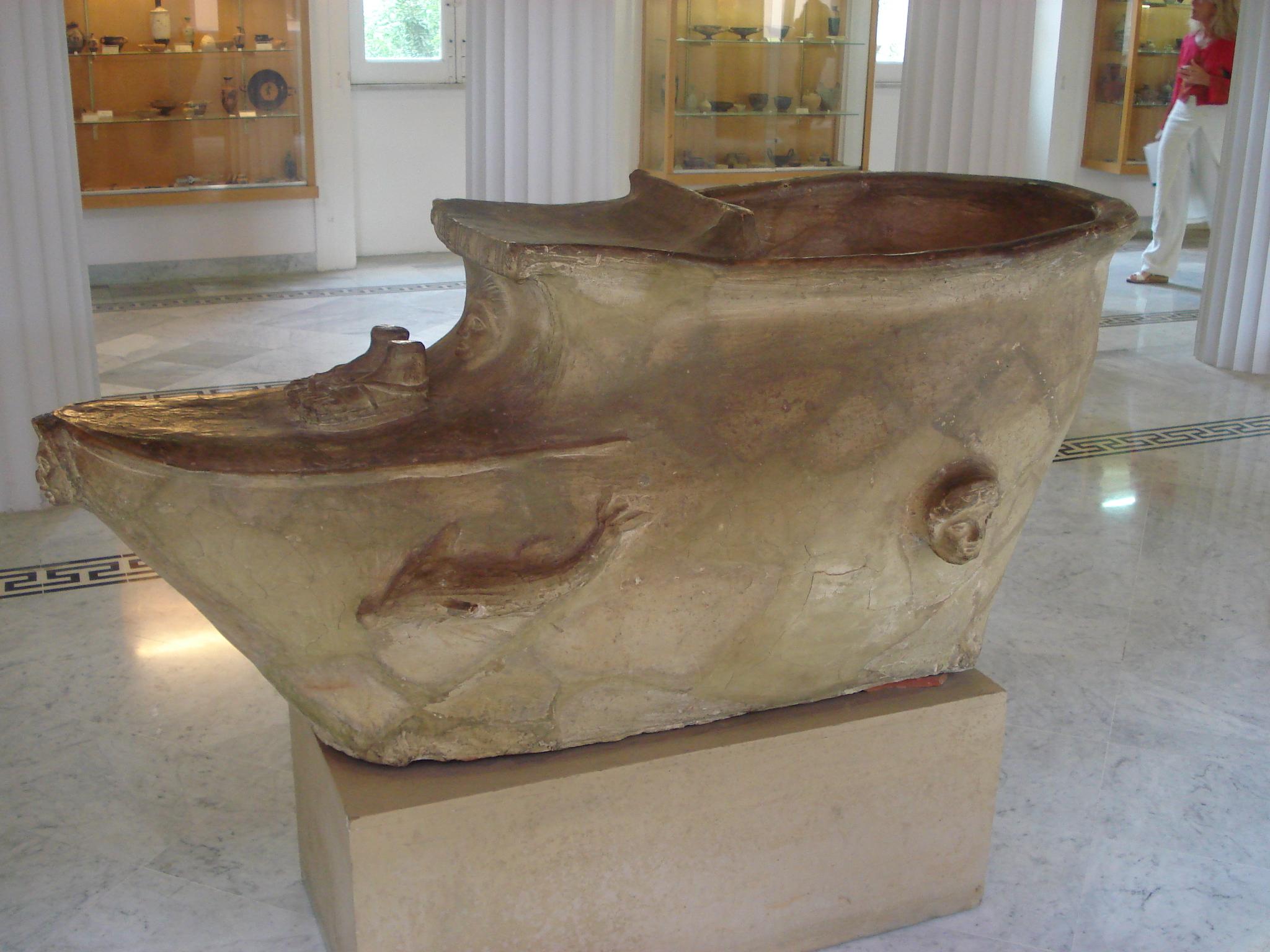 File:Vasca da bagno (sec. V a.C.) da Agrigento 02 - Foto di G. Dall'Orto.jpg - Wikimedia Commons