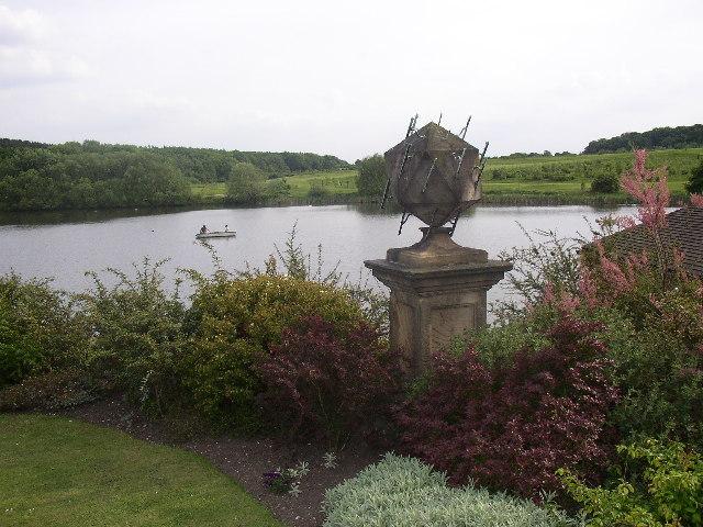 Walton Hall Lake and Sundial - geograph.org.uk - 40964