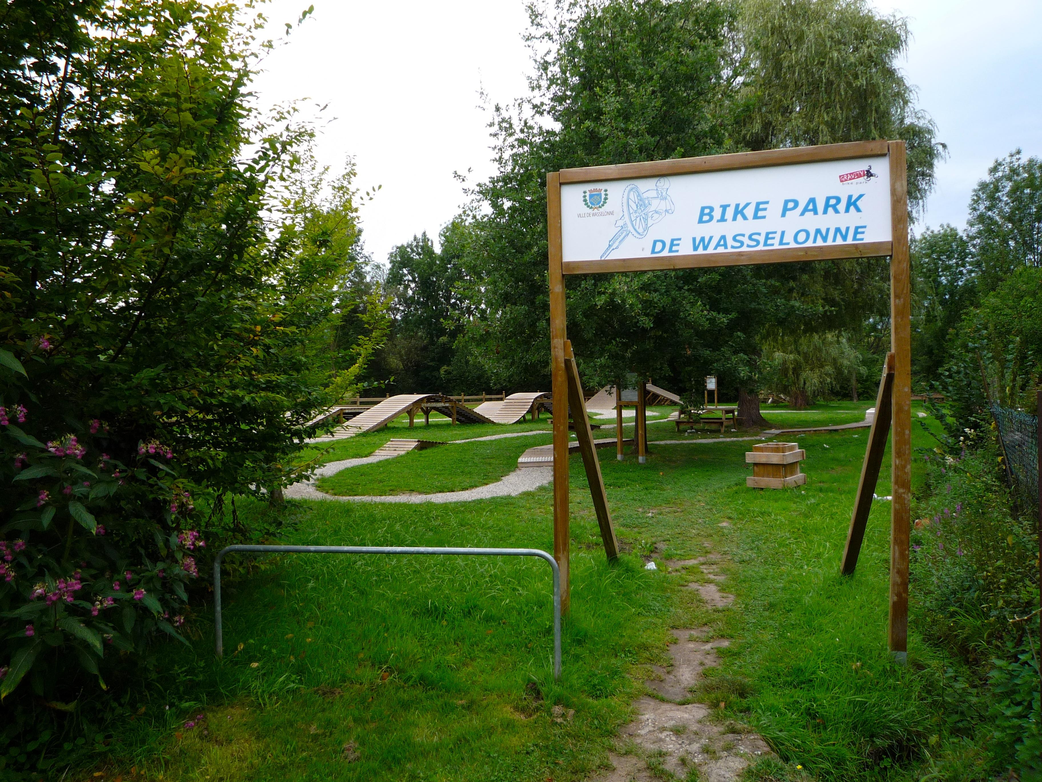 File wasselonne bike park wikimedia commons for Piscine wasselonne