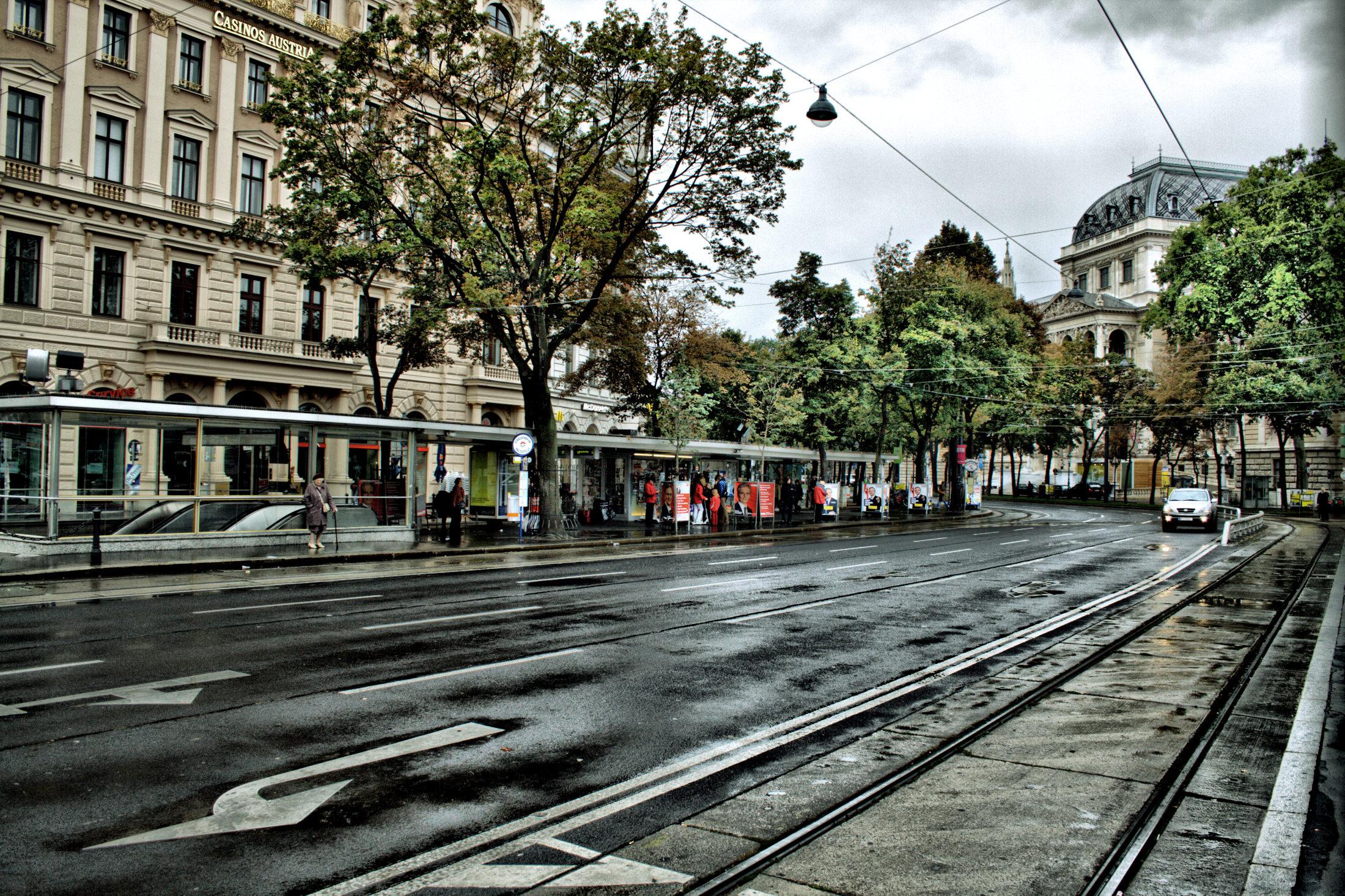 File:Wiener Ringstrasse Schottentor.jpg