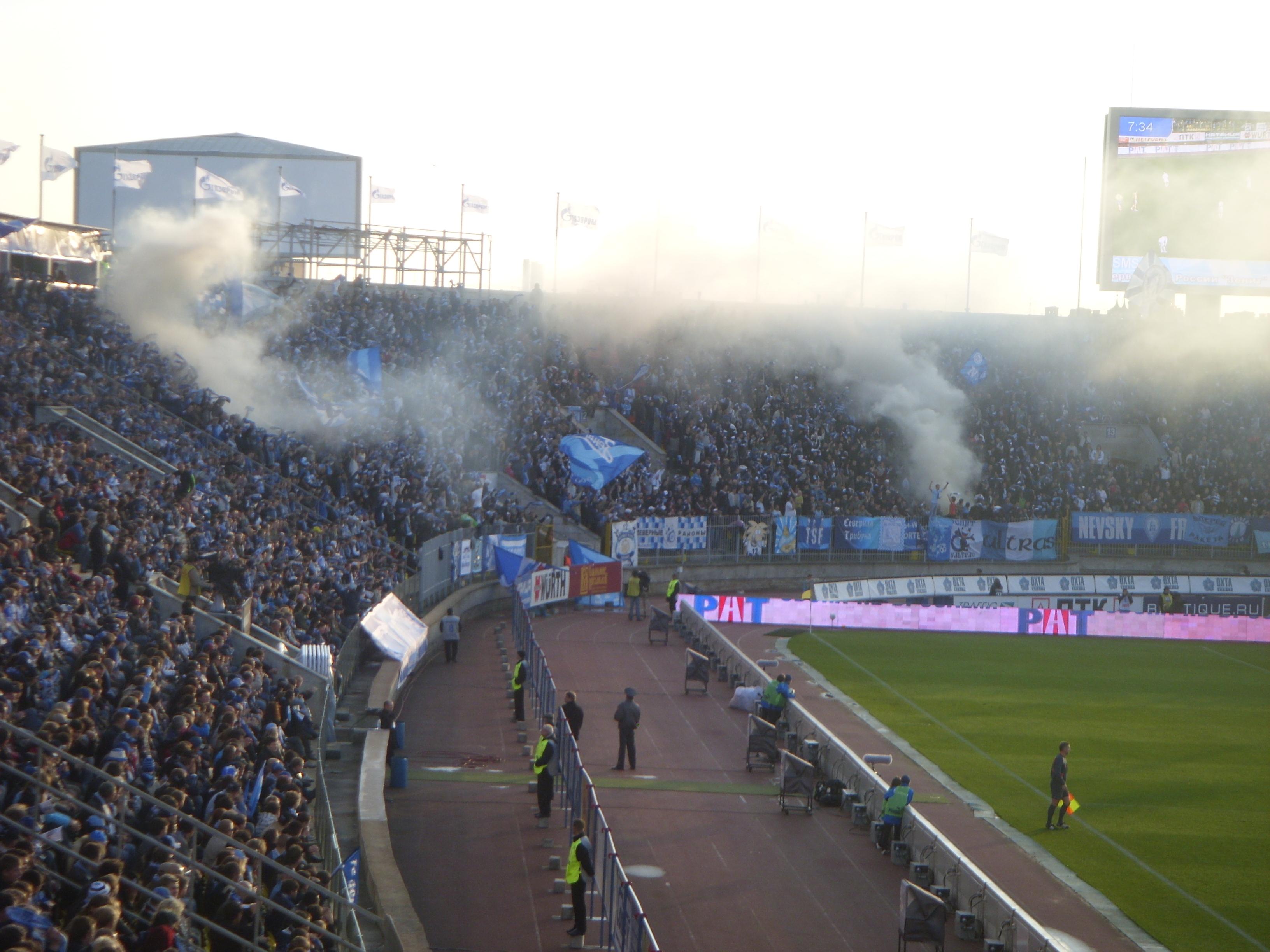 File Zenit Fans Petrovsky Jpg Wikimedia Commons