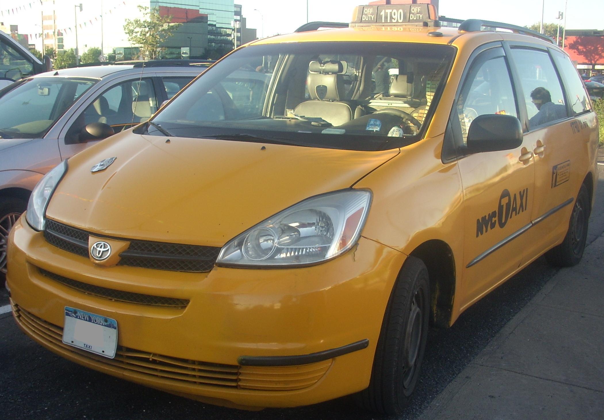 Toyota Of Orange >> File:'04-'05 Toyota Sienna NYC Taxi (Orange Julep).jpg - Wikimedia Commons