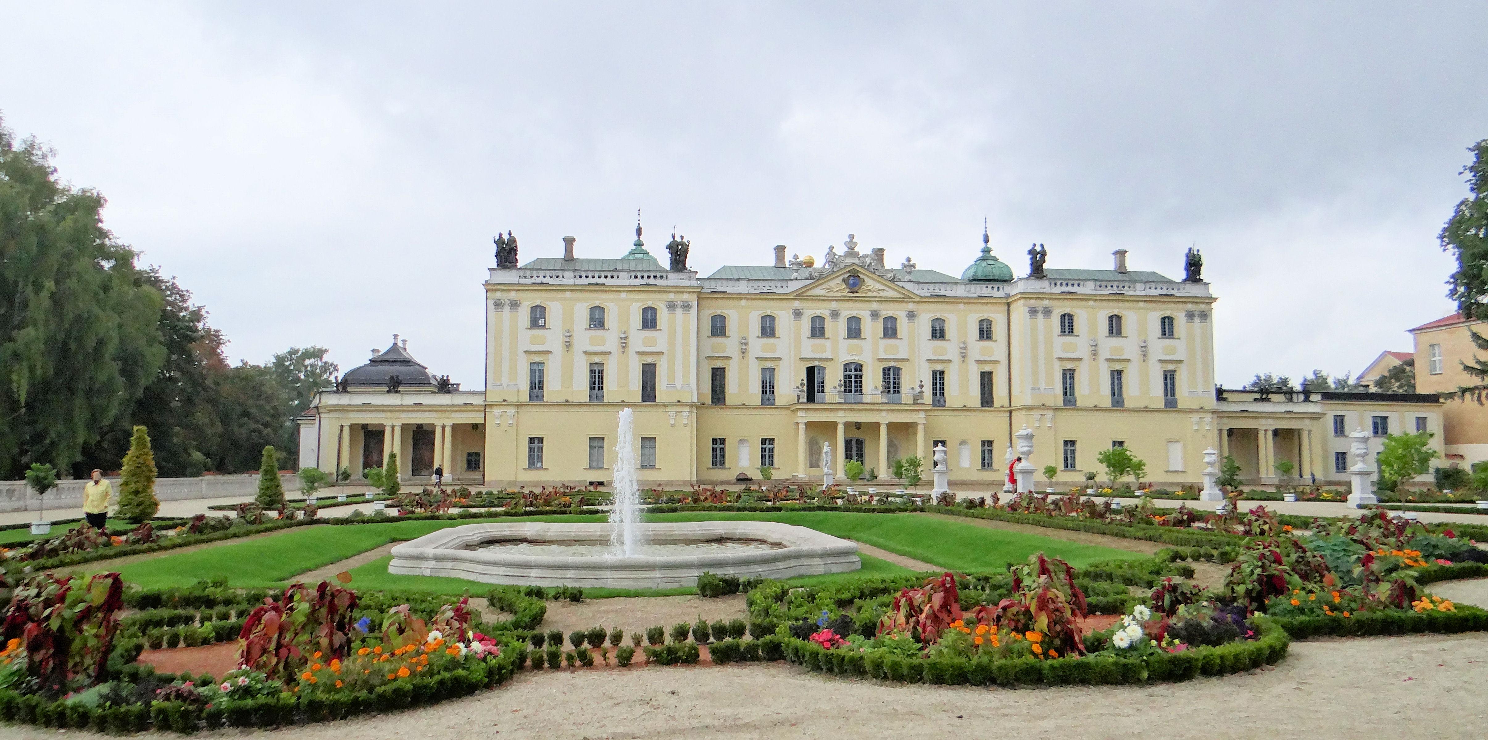 File 150913 Garden Of The Branicki Palace In Białystok