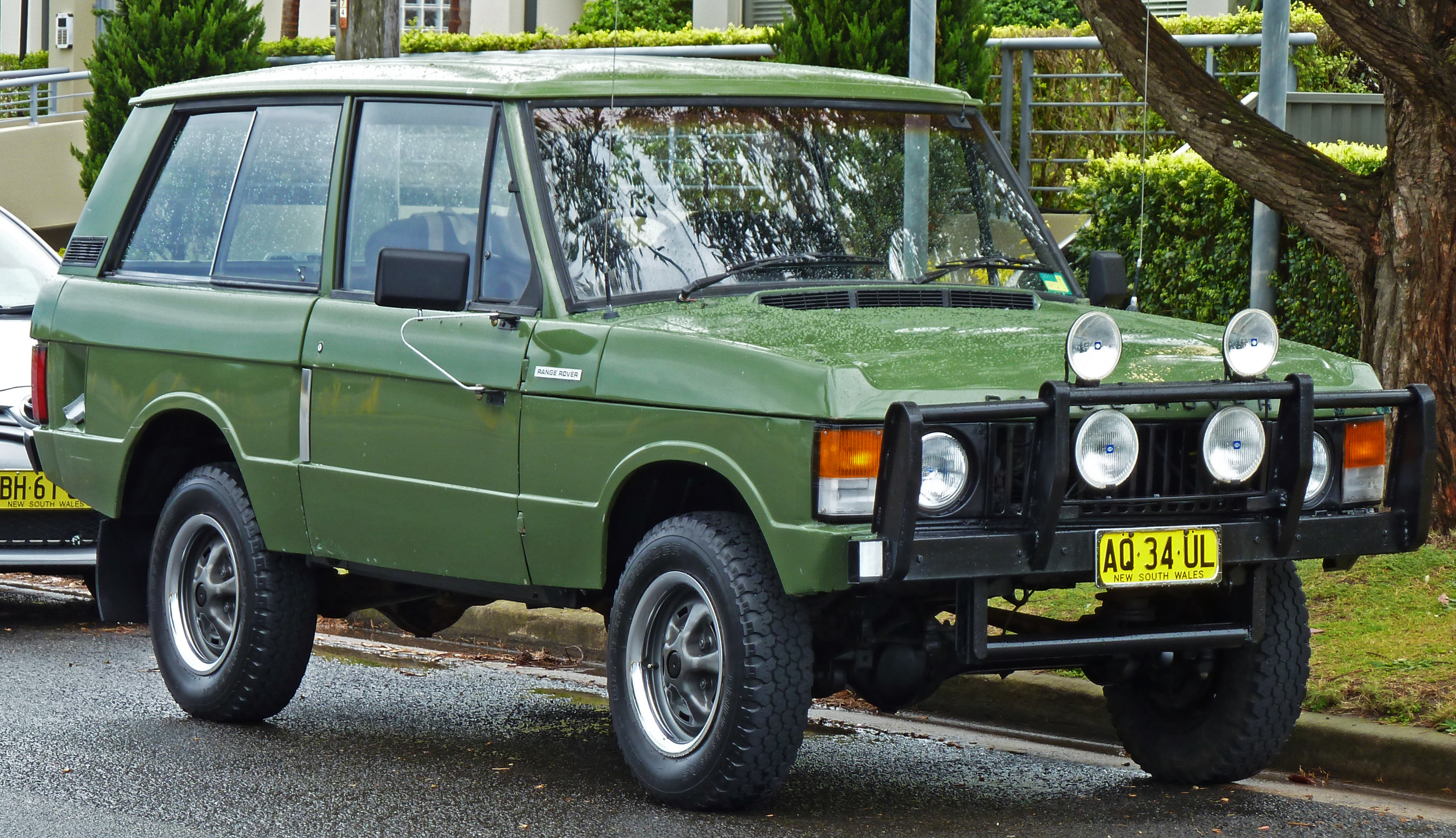 file 1972 land rover range rover 3 door wagon 2010 10 02 wikimedia commons. Black Bedroom Furniture Sets. Home Design Ideas