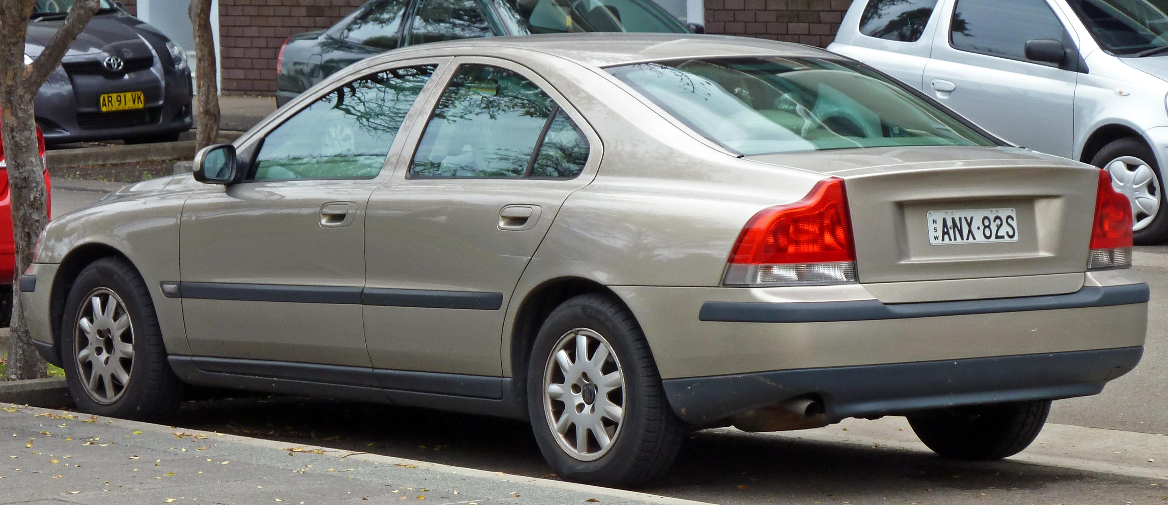 File:2000-2004 Volvo S60 sedan 02.jpg - Wikimedia Commons