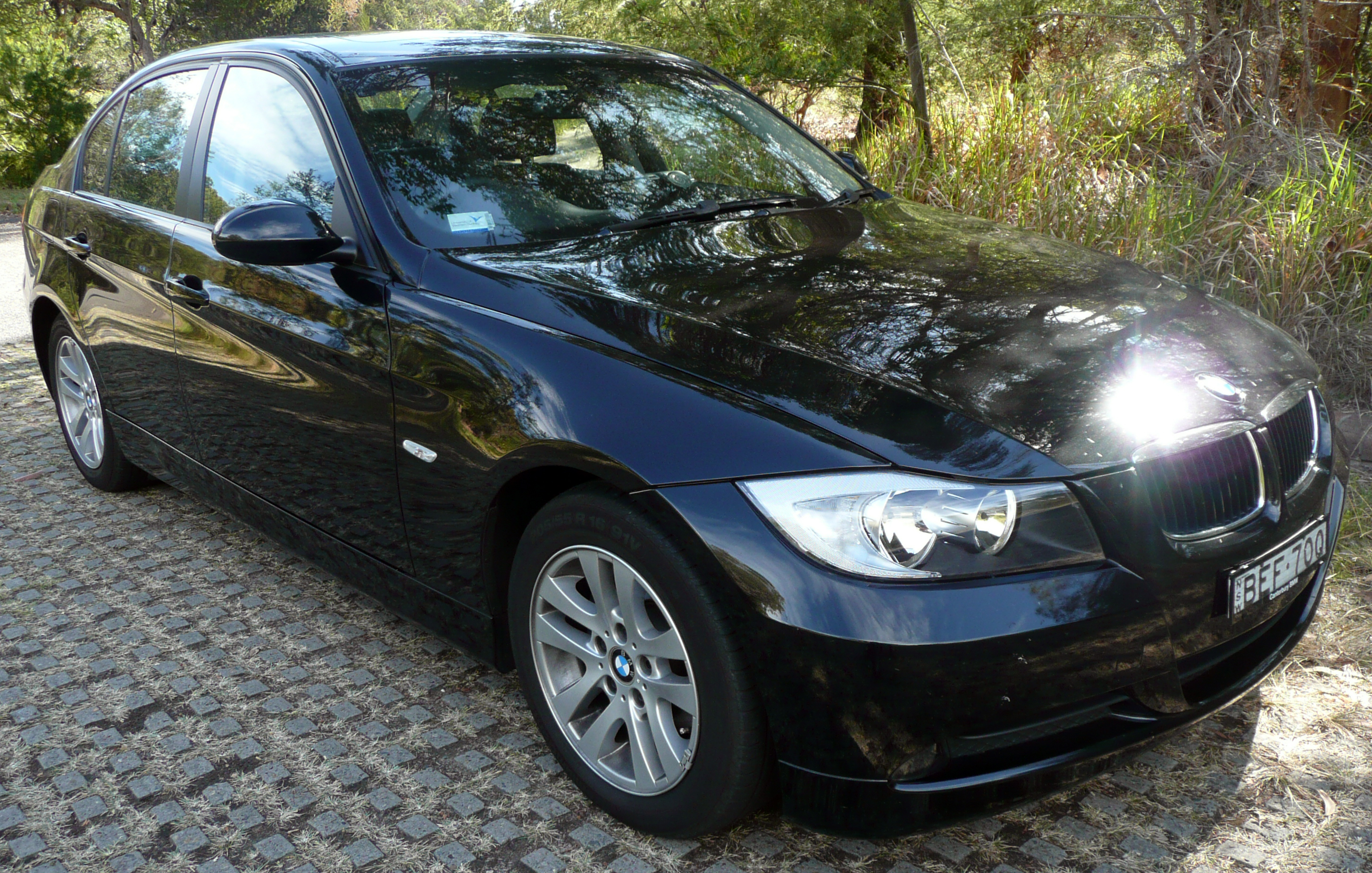 Bmw E90 Wiki >> File:2005-2008 BMW 320i (E90) sedan 01.jpg - Wikimedia Commons
