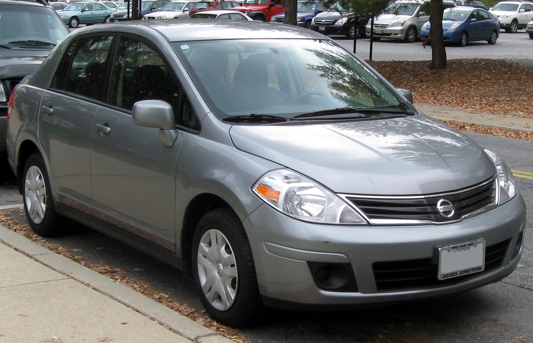 File:2010-2011 Nissan Versa