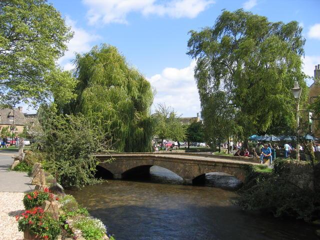 Bridge over the Windrush - geograph.org.uk - 233865