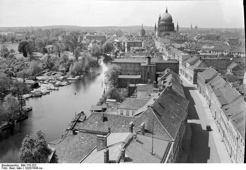 Bundesarchiv_Bild_170-322%2C_Potsdam%2C_Blick_vom_Turm_der_Heiliggeistkirche_%28Heiligengeistkirche%29.jpg