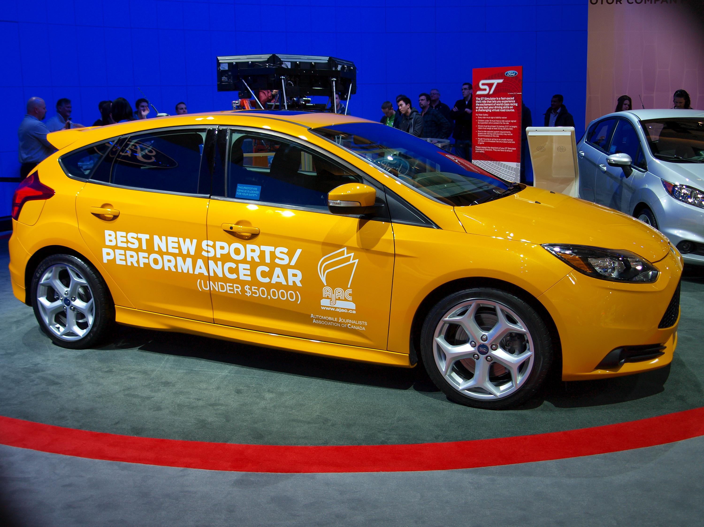 Ford Focus Yellow Car Light