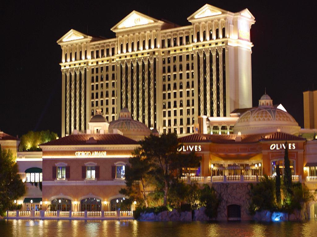 File Caesars Palace Night Jpg