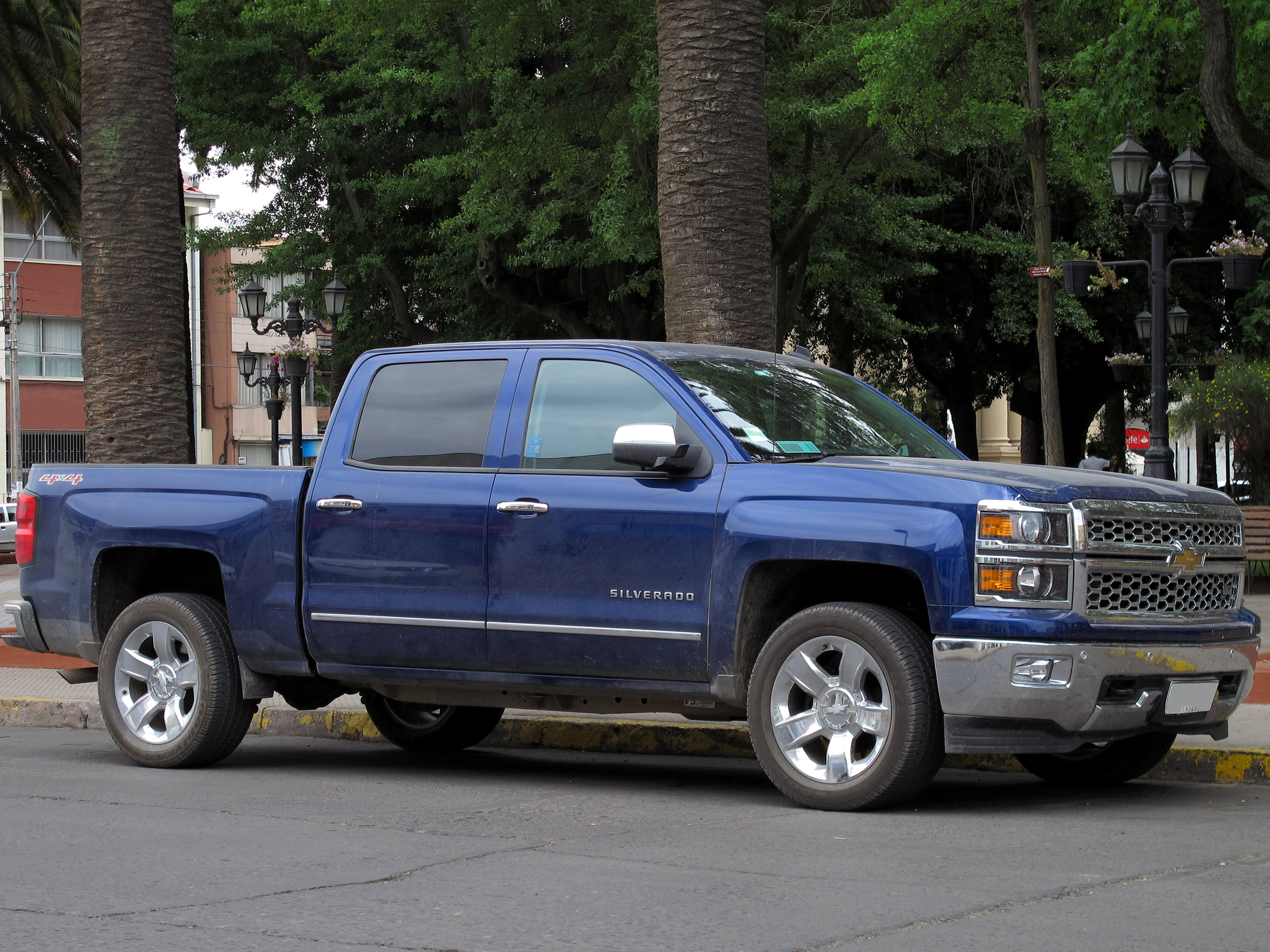 file chevrolet silverado ltz crew cab 4x4 2015 16178371731 jpg wikimedia commons. Black Bedroom Furniture Sets. Home Design Ideas