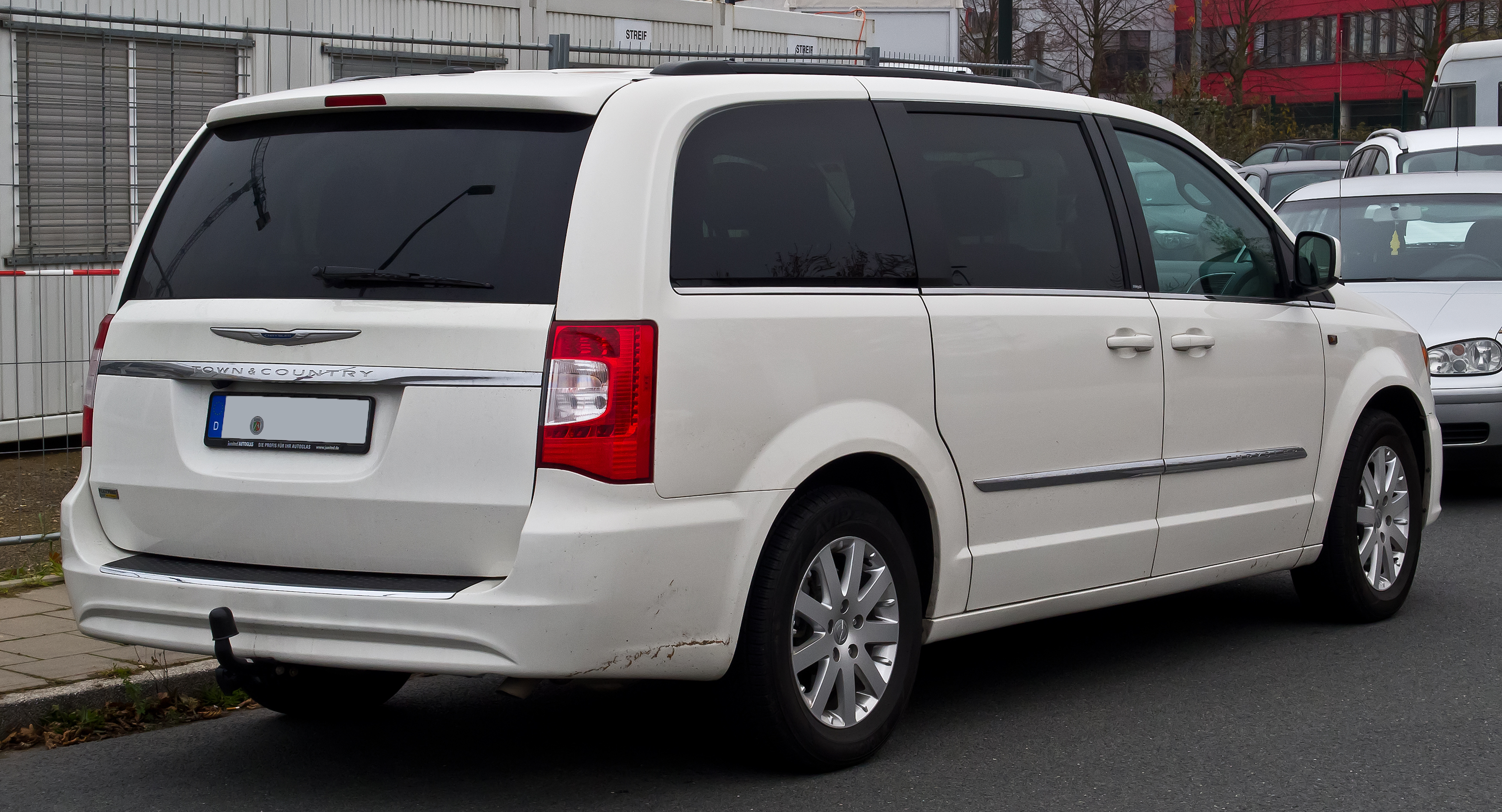 Chrysler_Town_%26_Country_3.6_V6_Touring_%28V%2C_Facelift%29_%E2%80%93_Heckansicht%2C_30._November_2014%2C_D%C3%BCsseldorf chrysler town & country wikiwand 2007 dodge grand caravan sliding door wiring harness at alyssarenee.co