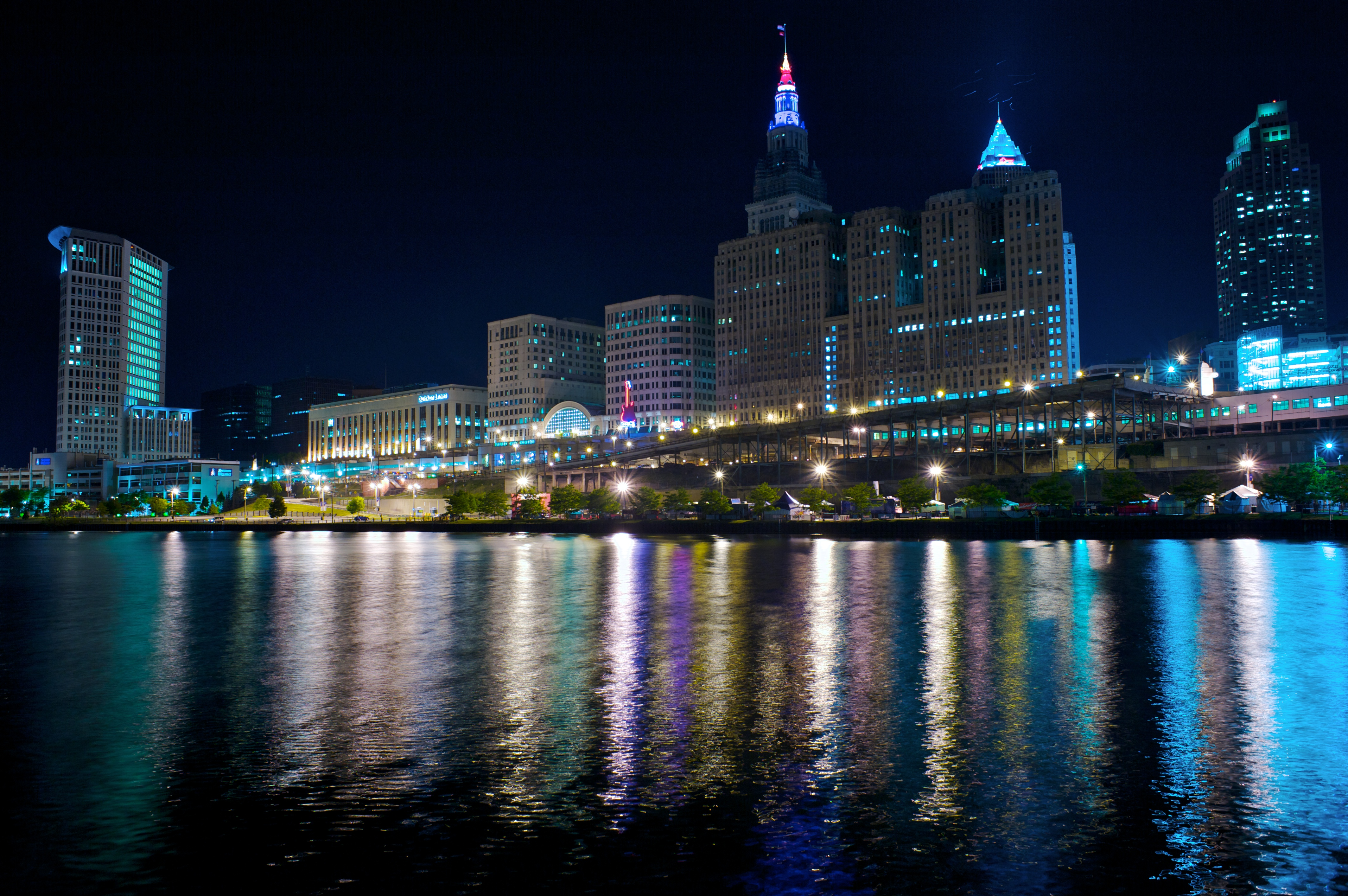 File Cleveland By Night Jpg Wikimedia Commons