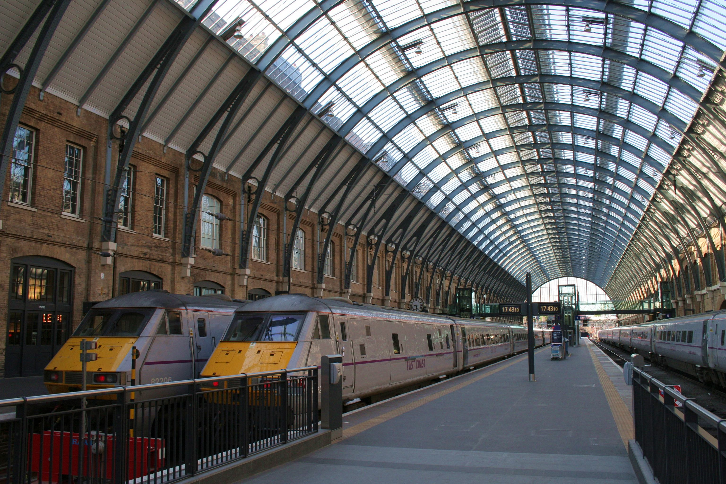 File cmglee london kings cross platform wikimedia commons - Gare king cross londres ...