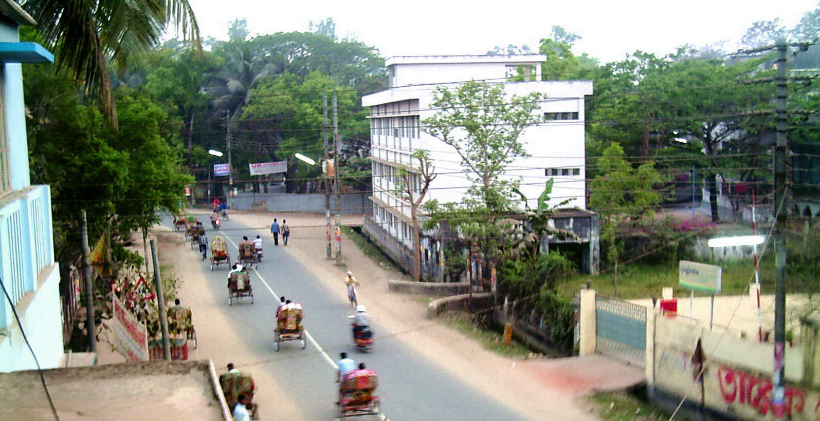 Court_Road,_Comilla.jpg (1595×820)
