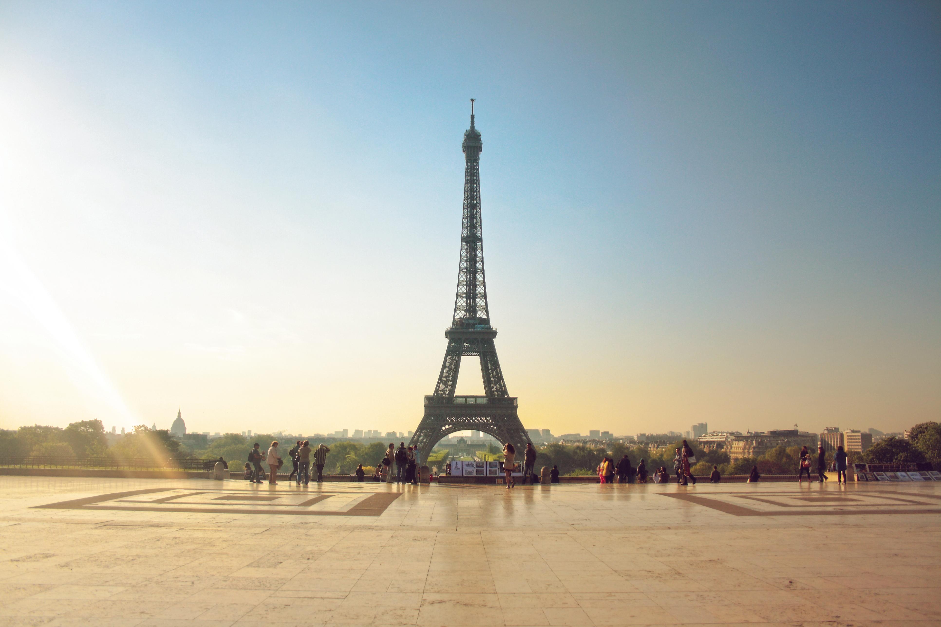 Eiffel Tower Wedding Cakes Designs