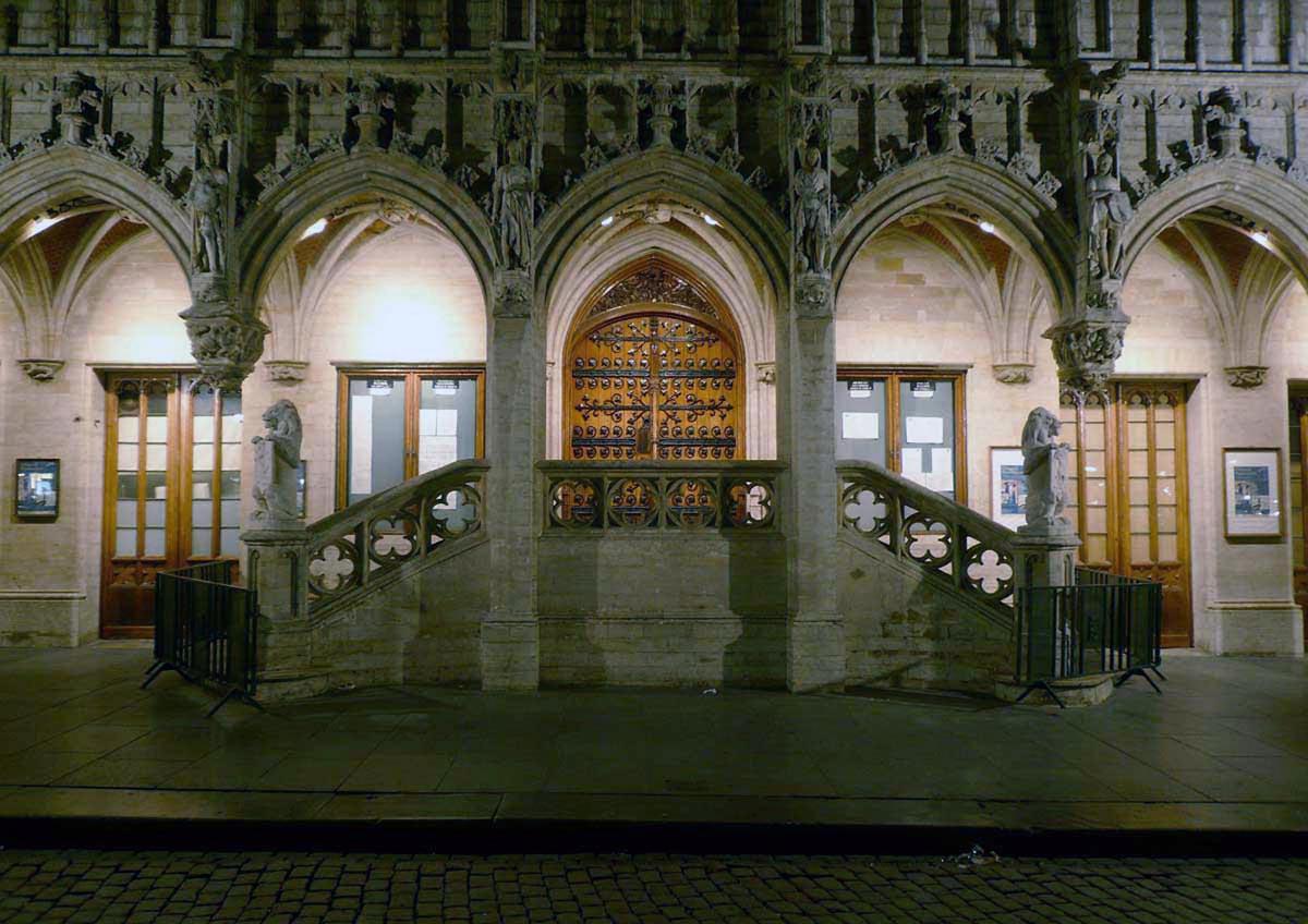 File escalier de l 39 hotel de ville de for Bruxelles piscine