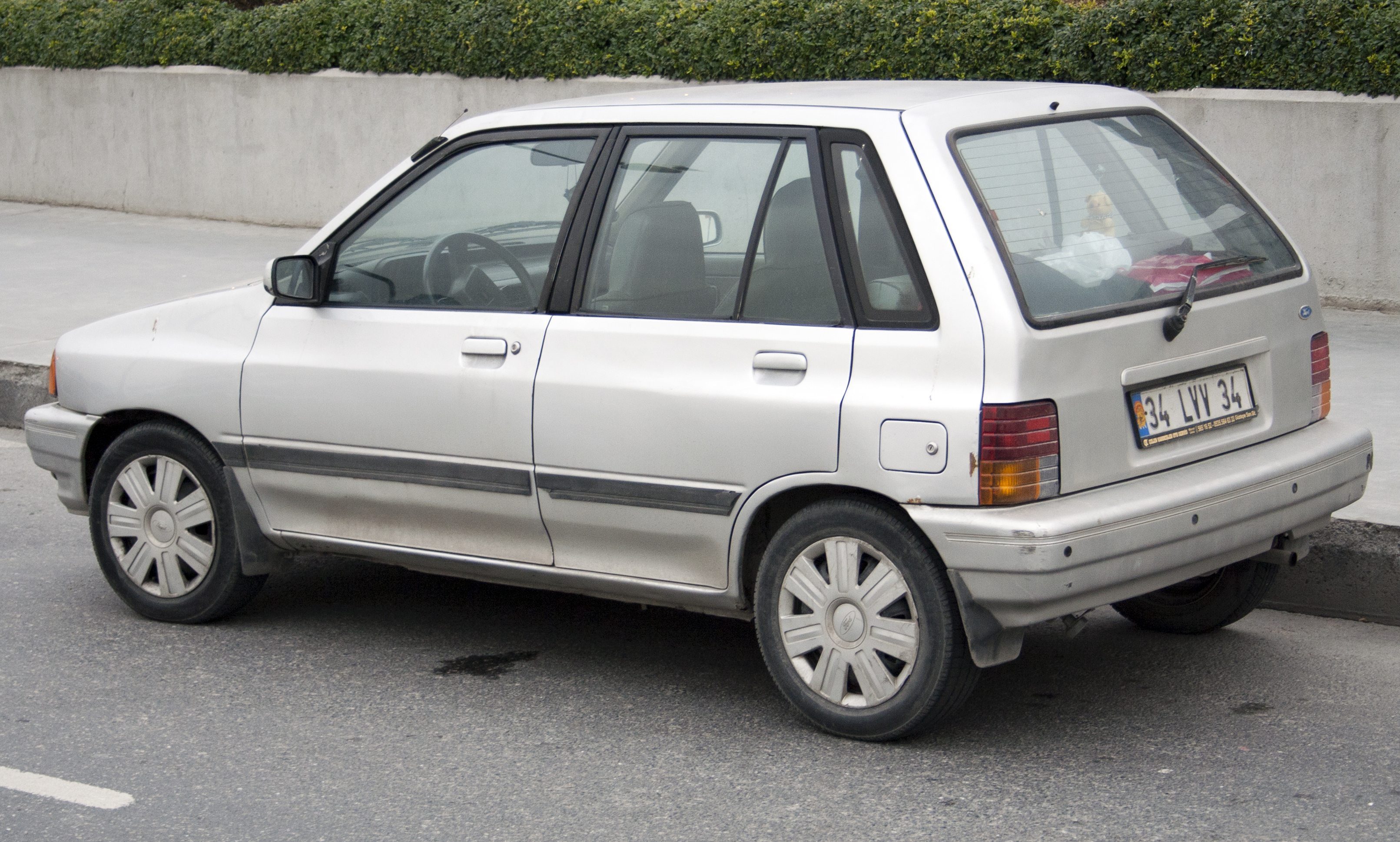 FileFord Festiva 5dr Rear TR