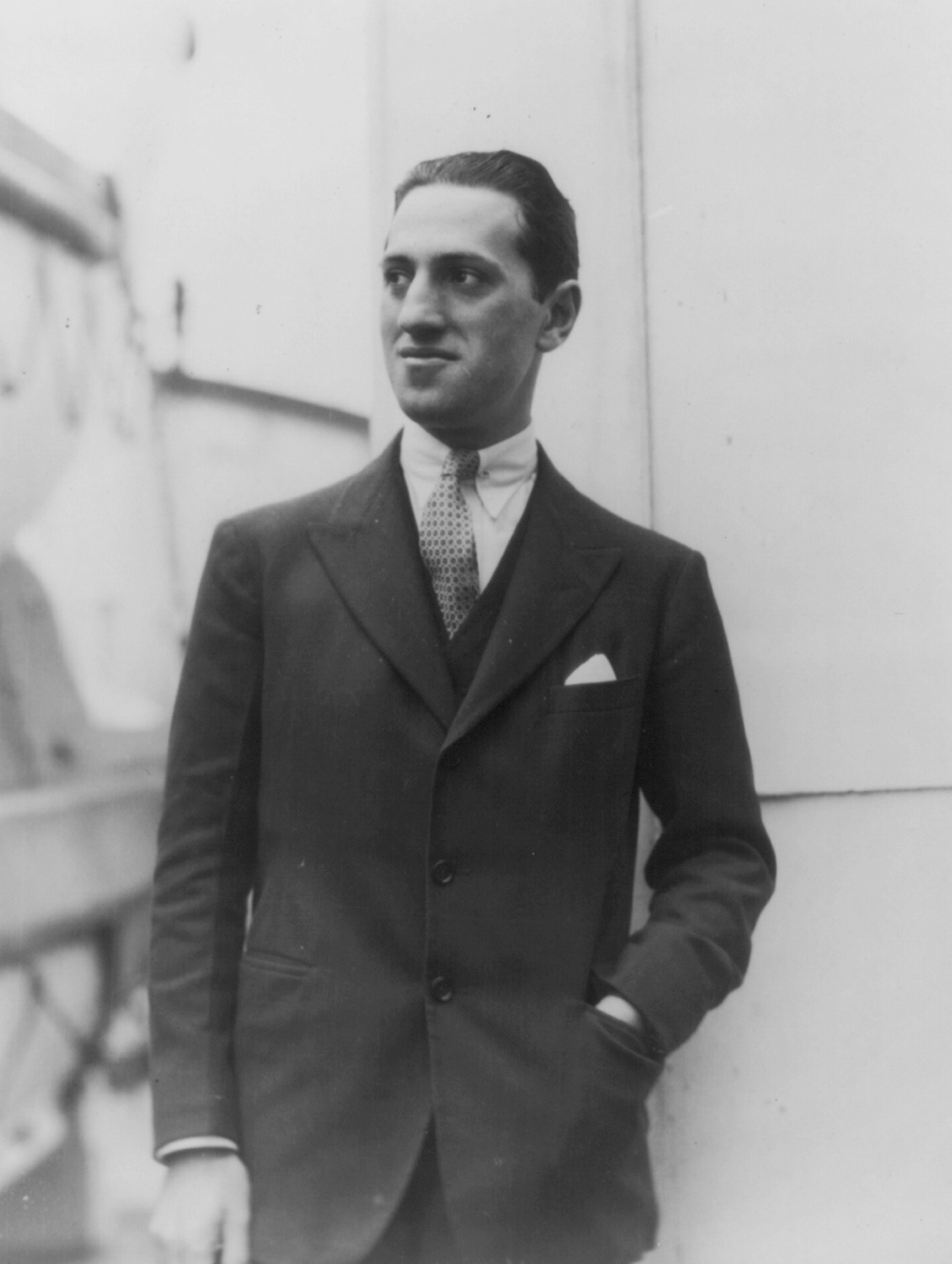 george gershwin George gershwin (september 26, 1898 – july 11, 1937) was an american composer and pianist gershwin's compositions spanned both popular and classical genres, and his most popular melodies are widely known.