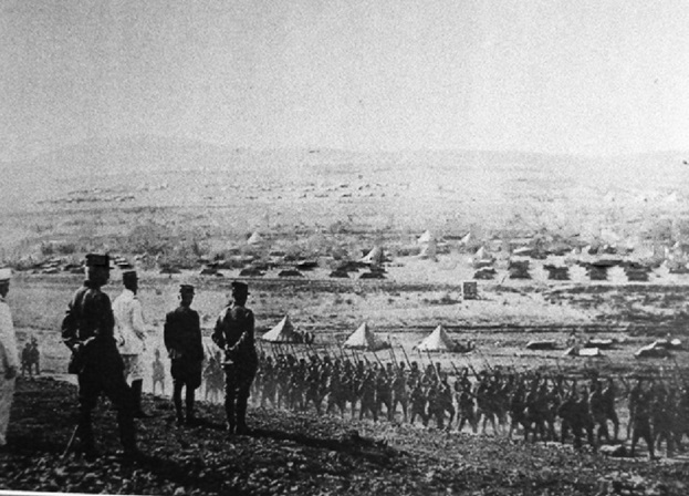 File:Gouraud inspecting troops at Maysalun.jpg
