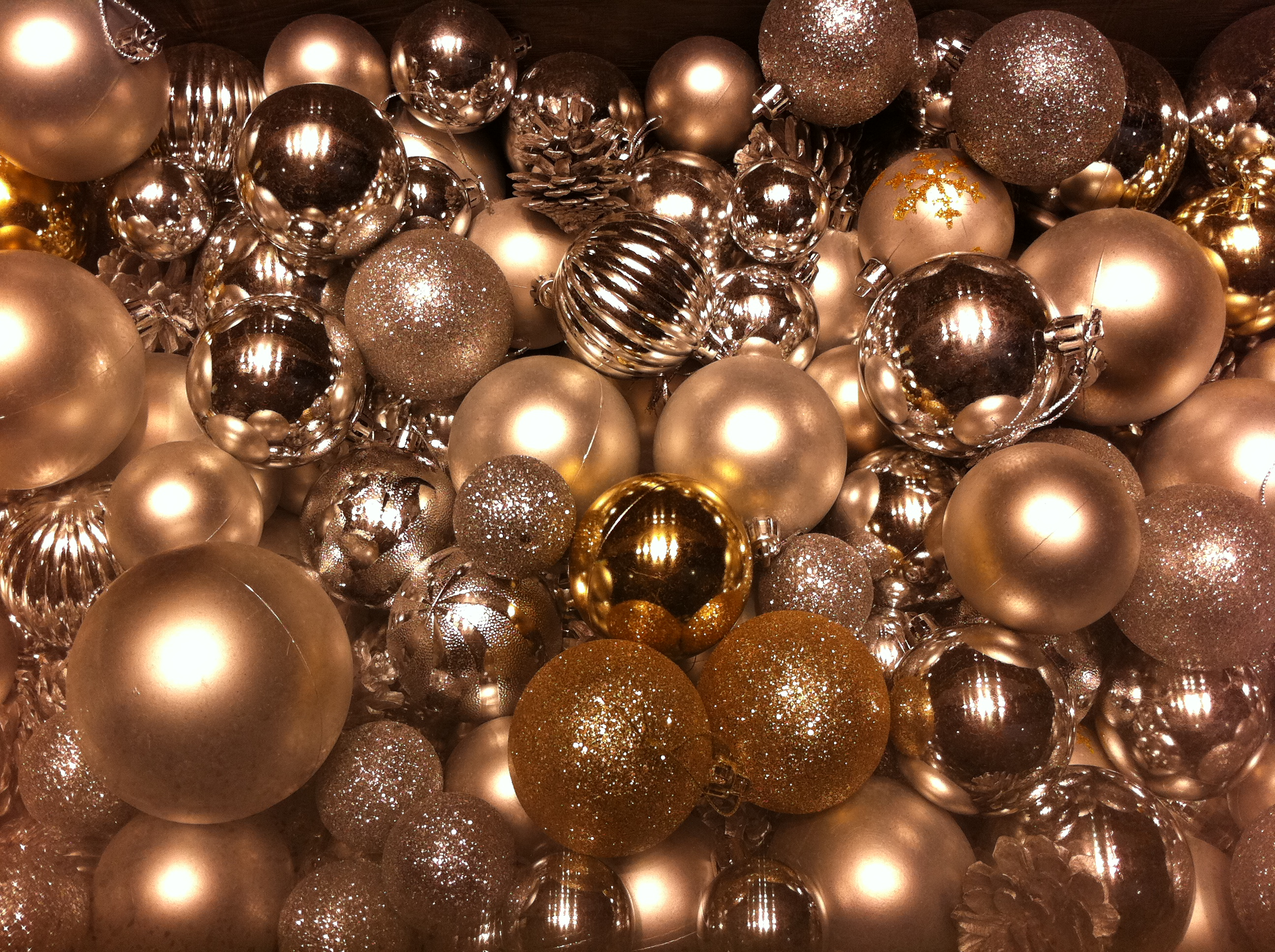 filehk central ifc mall christmas ornaments decor balls dec 2012jpg - How To Decorate Christmas Balls