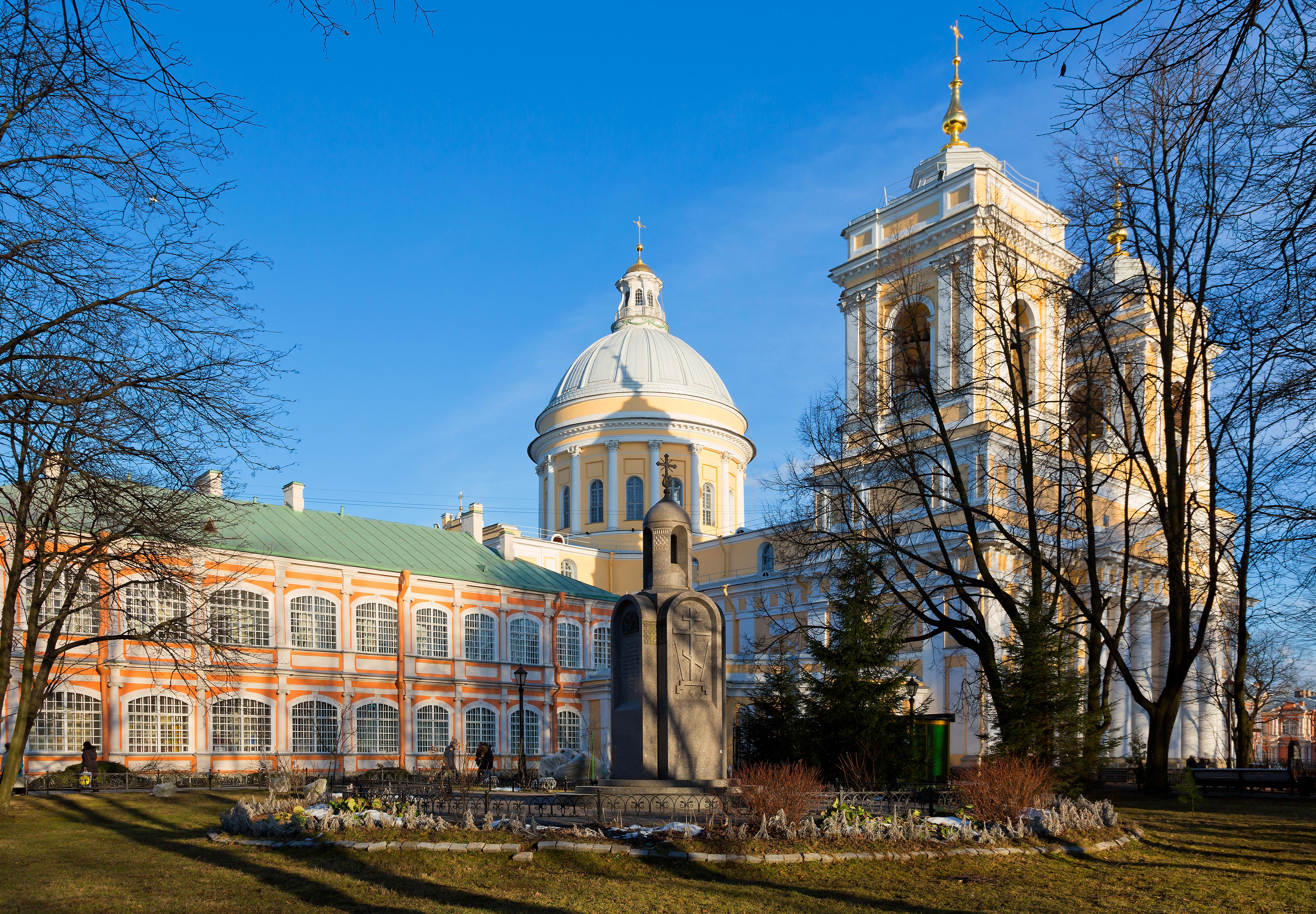 Holy Trinity Cathedral of Alexander Nevsky Lavra in SPB (01).jpg
