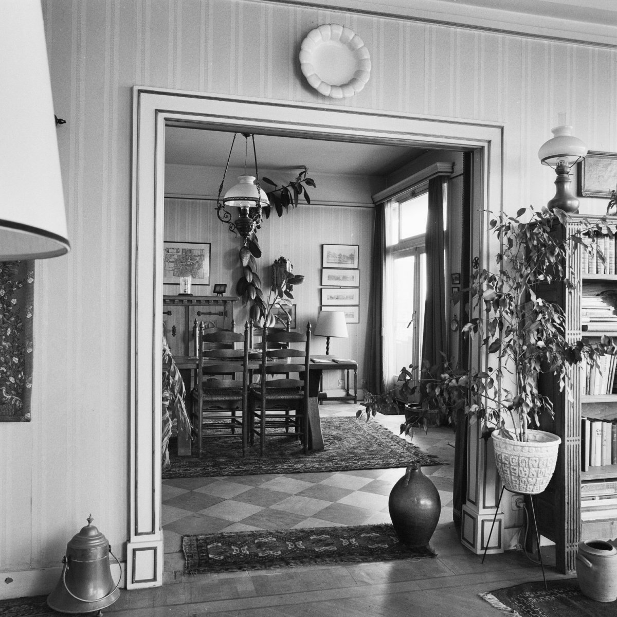 File:Interieur, doorkijk naar de eetkamer - \'s-Gravenhage - 20279798 ...