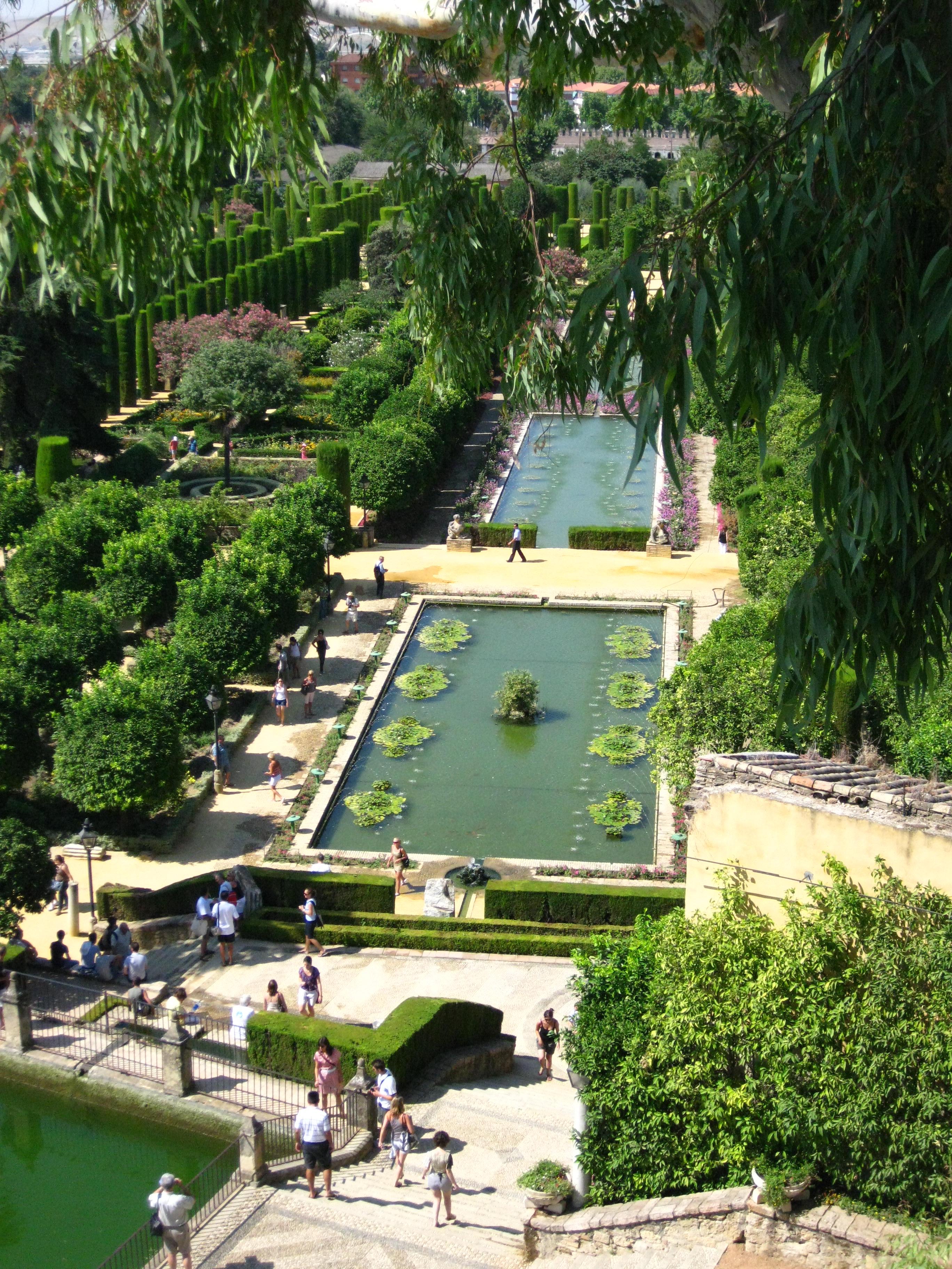 File jardins et bassins de l 39 alcazar mudejar de cordoue for Jardin islamico