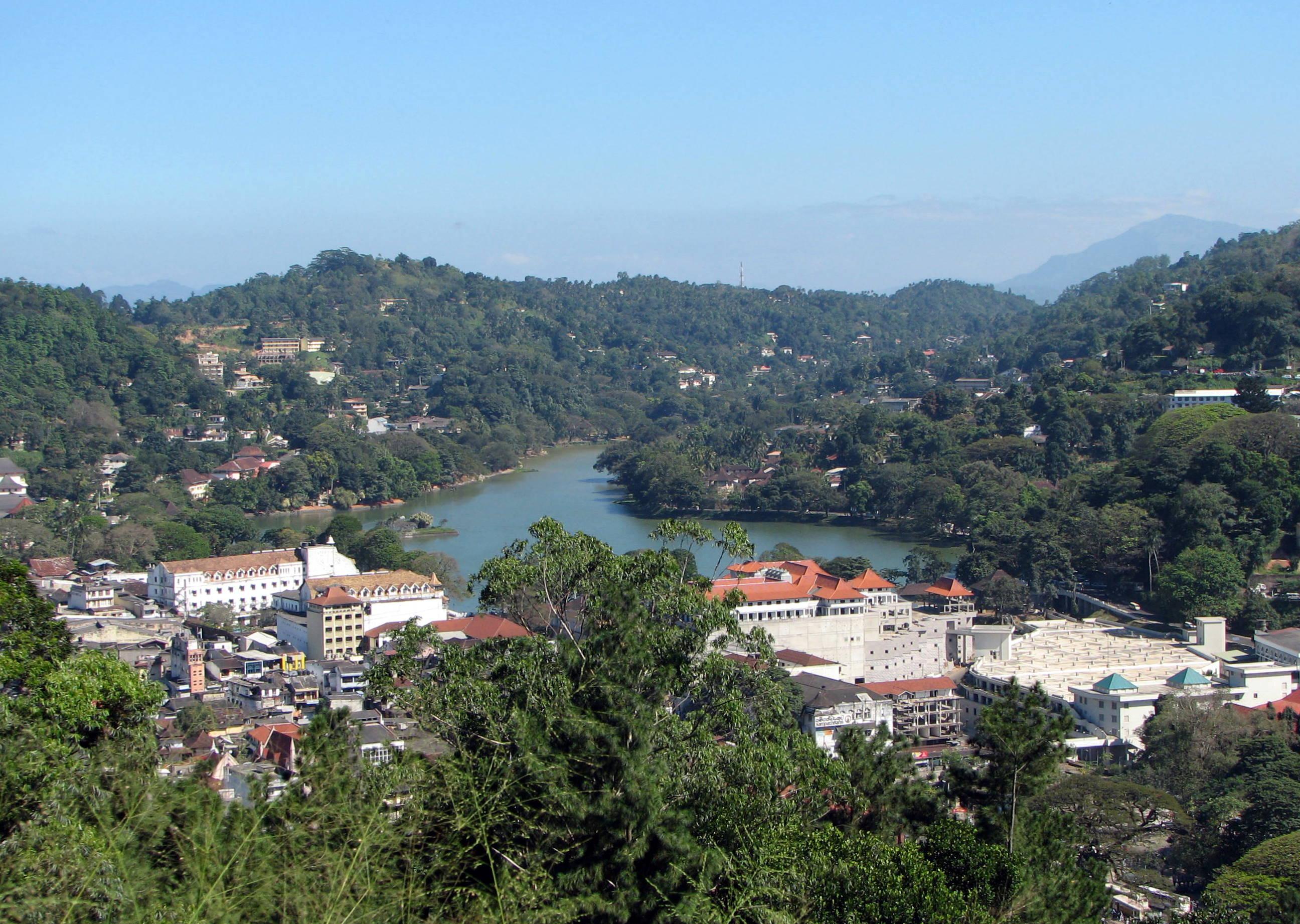 Kandy Sri Lanka  City new picture : Kandy lake Wikipedia, the free encyclopedia