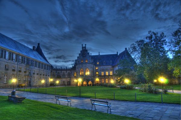 File:Kronenburg der Burg Bentheim.jpg