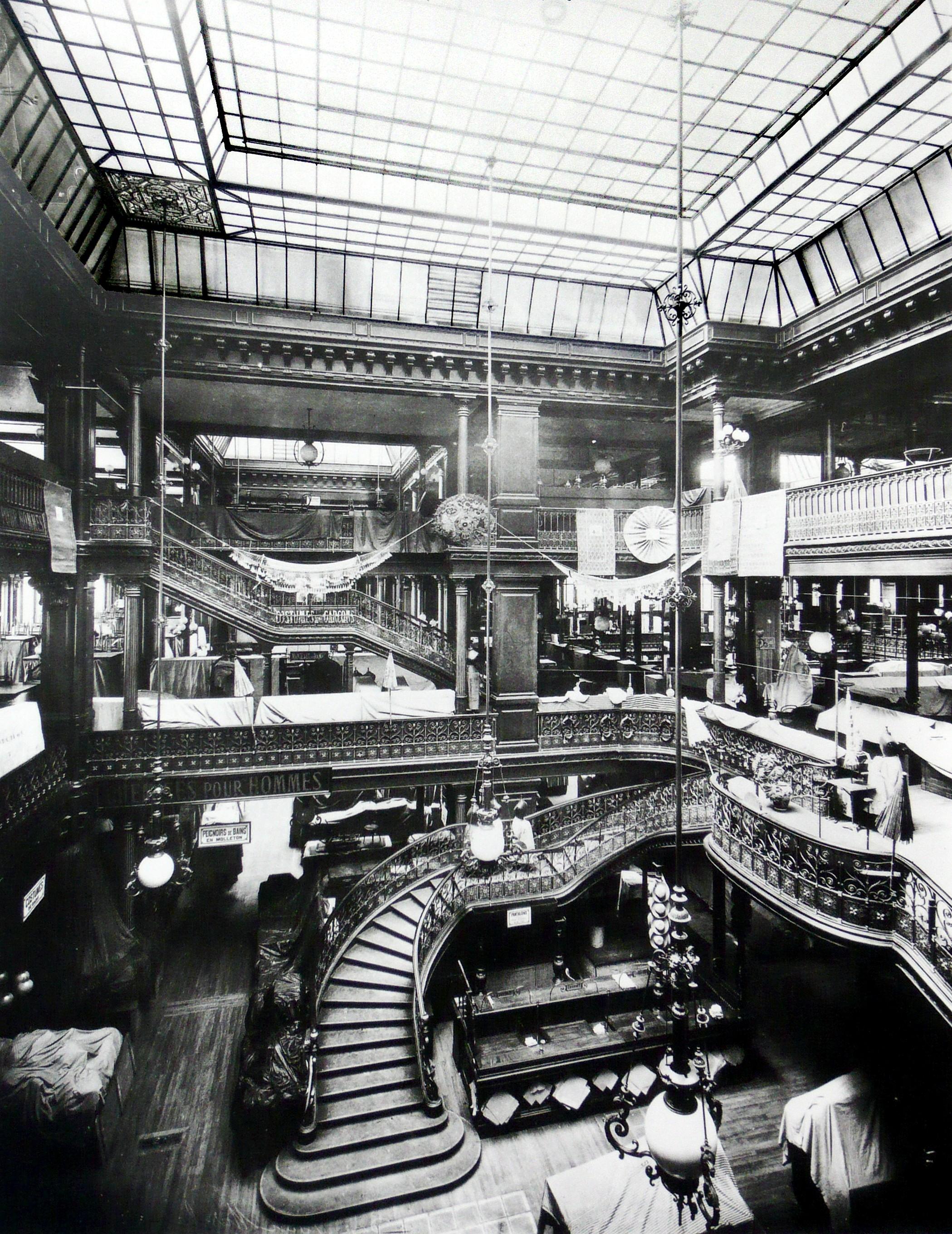 File le bon march paris 1875 jpg wikimedia commons - Les encombrants de paris ...