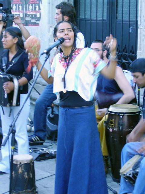 Lila Downs cantando en Oaxaca de Juárez, México.