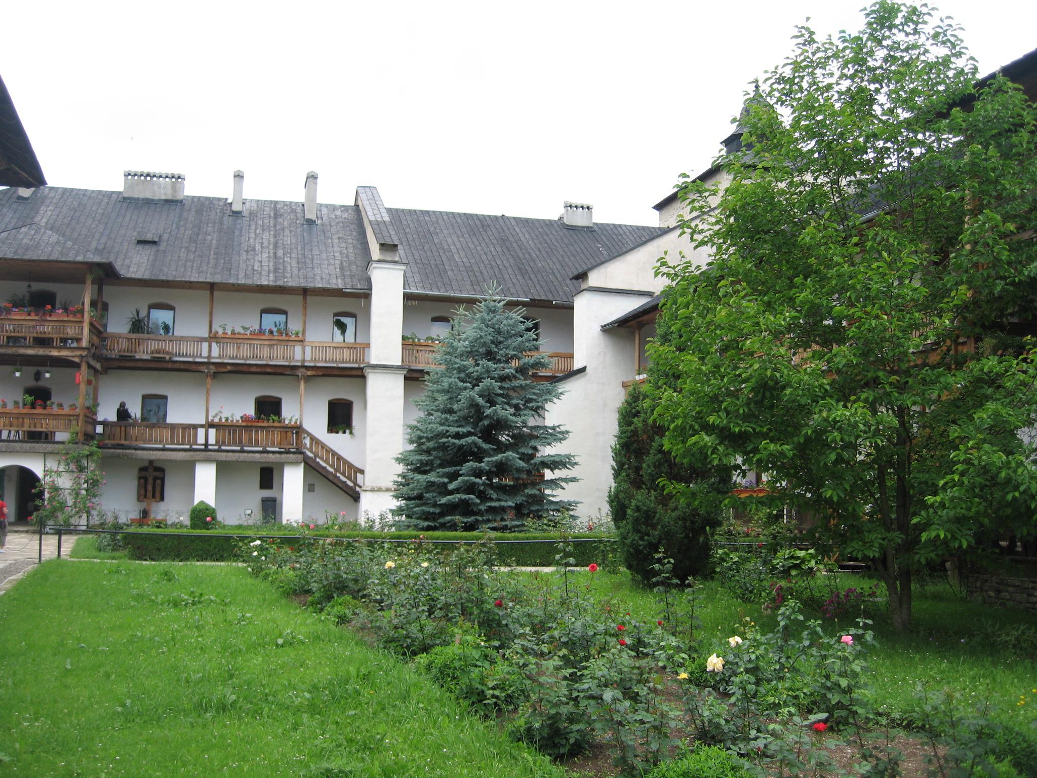Fişier:Mănăstirea Secu7.jpg