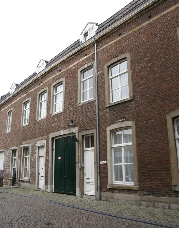 Huis waarvan de lijstgevel een geheel vormt met die van het nr 2 nr 6 met koetspoort en een - Amenager een voorgerecht van het huis ...