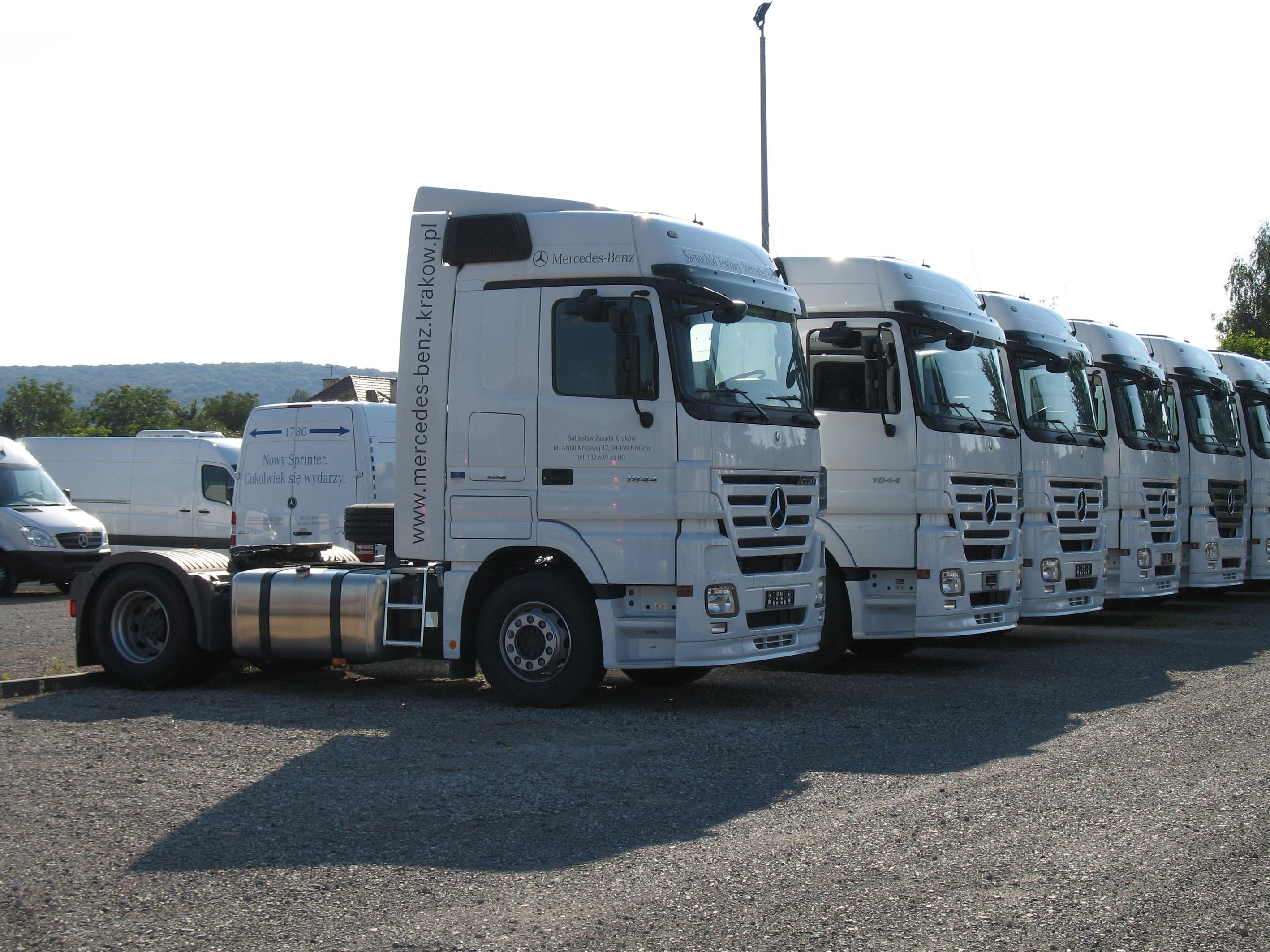 File:Mercedes-Benz Actros's 1844.jpg - Wikimedia Commons