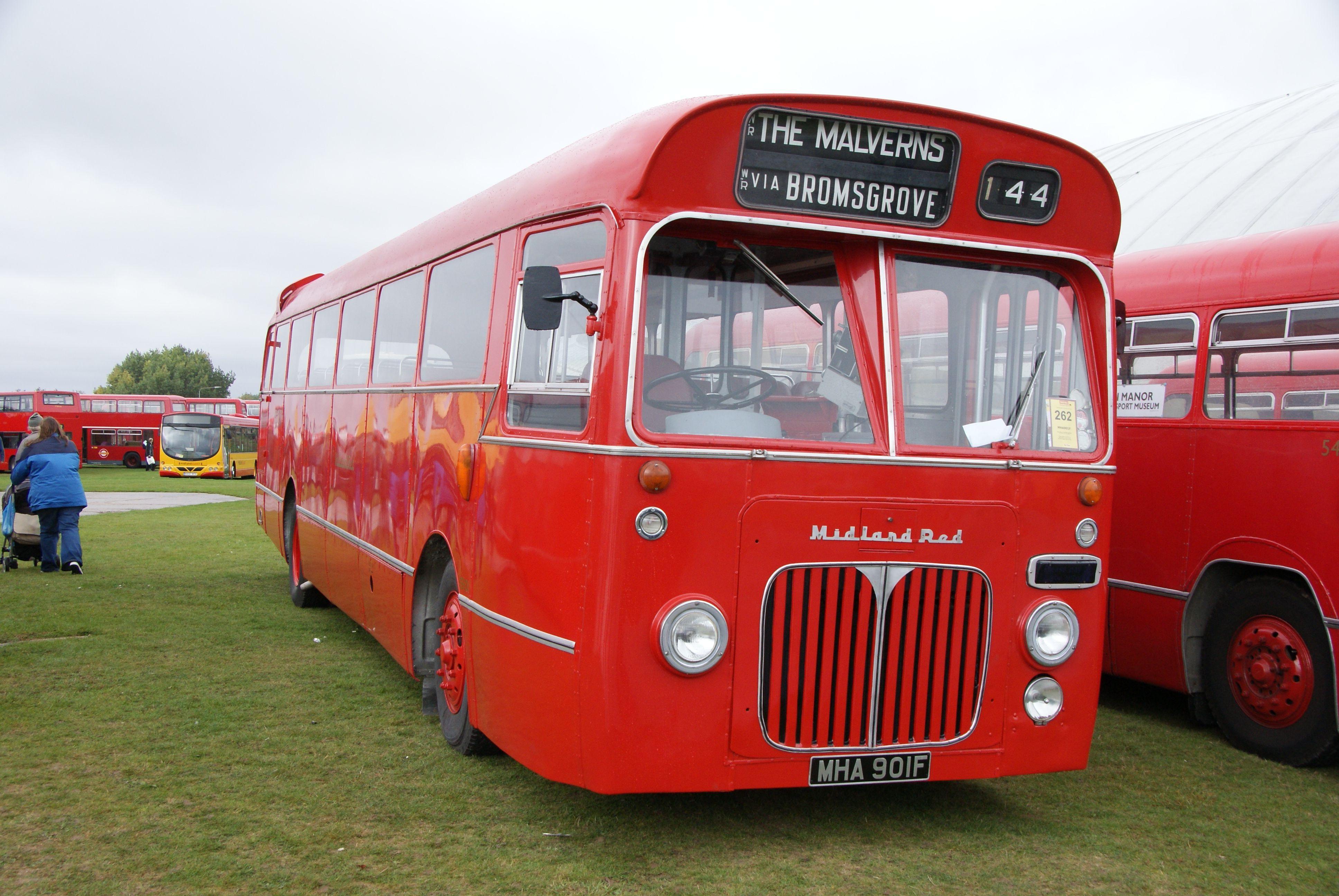 File:Midland Red bus 5901 (MHA 901F), Showbus 2010.jpg